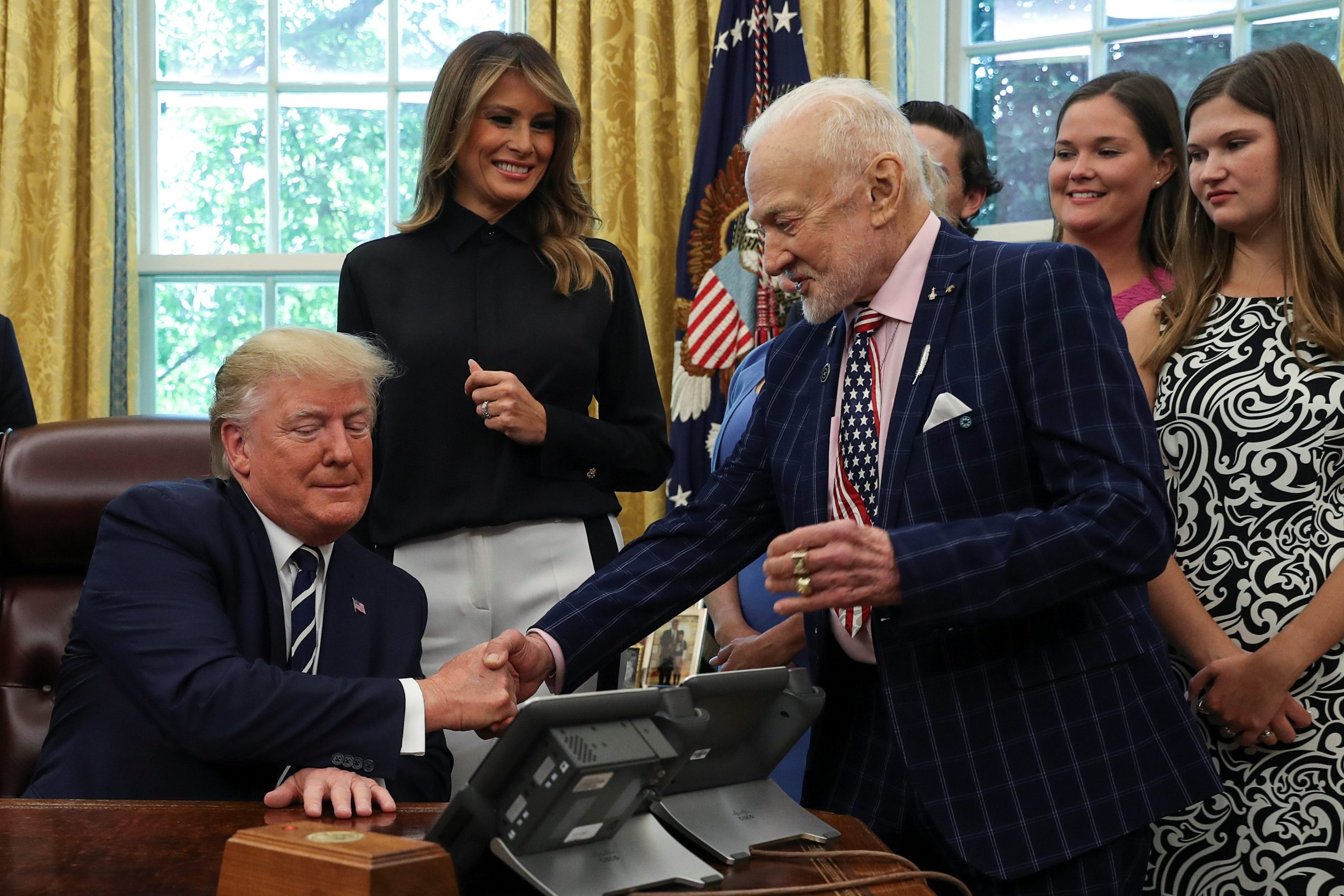 Donald Trump i Buzz Aldrin