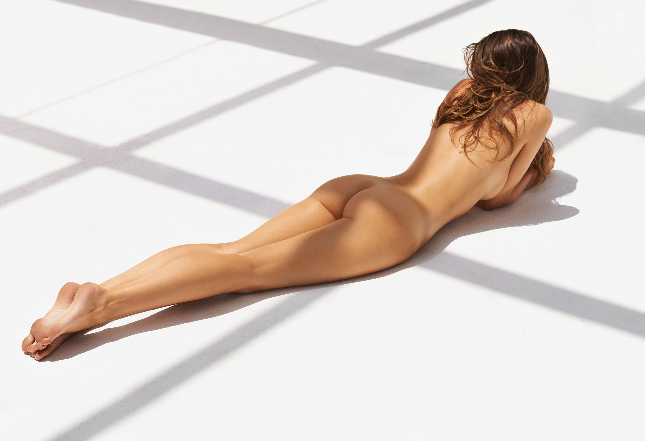 Rearview shot of a nude young woman lying naked on the floor in a penthousehttp://195.154.178.81/DATA/i_collage/pi/shoots/783879.jpg