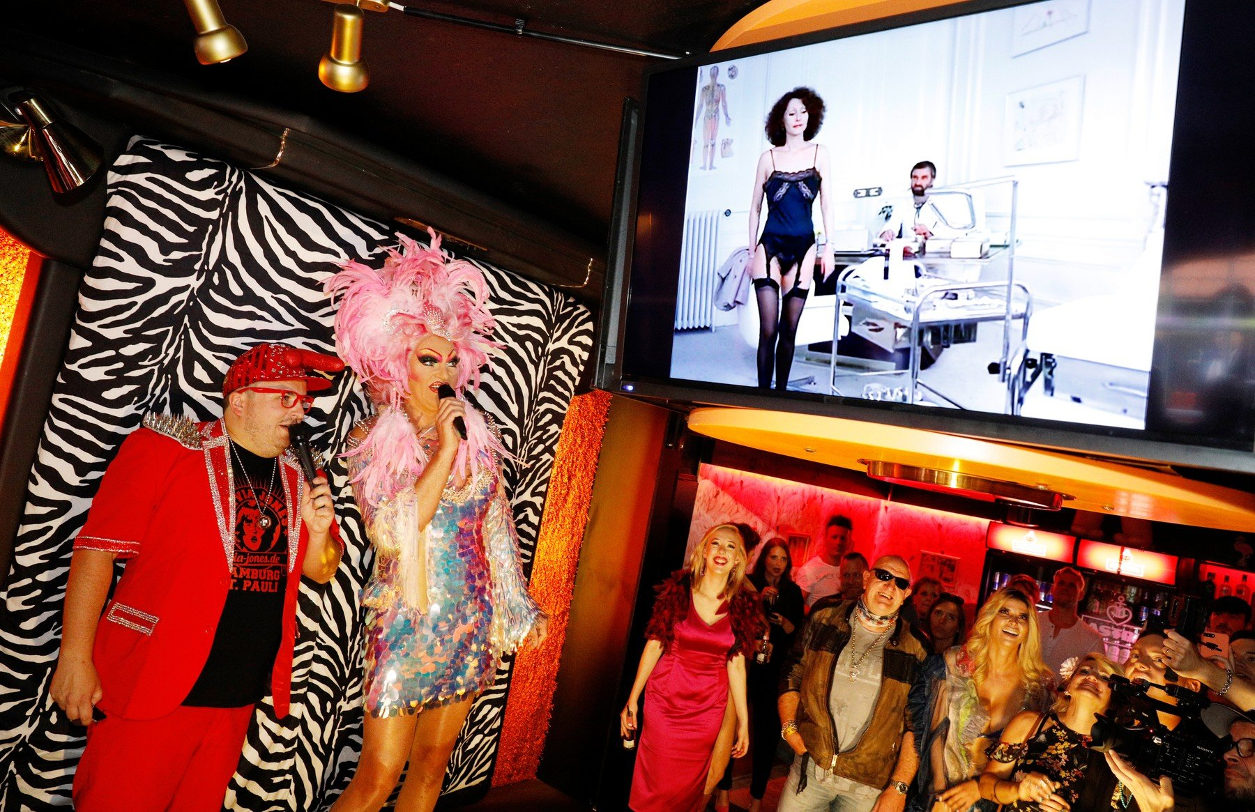 22 July 2019, Hamburg: Olivia Jones (2nd from left), Dragqueen, and Rex Dildo set a movie to music on the day of the opening of Jones