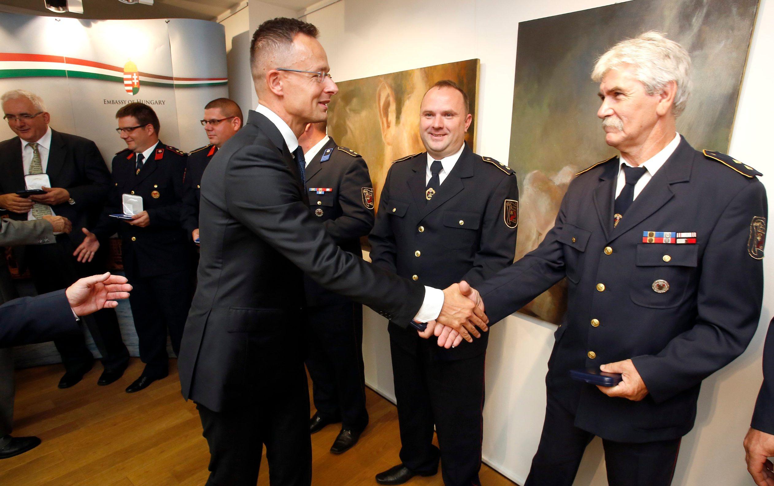 Mađarski ministar uručio je vatrogascima i liječnicima srebrne plakete za iskazanu hrabrost i stručnost