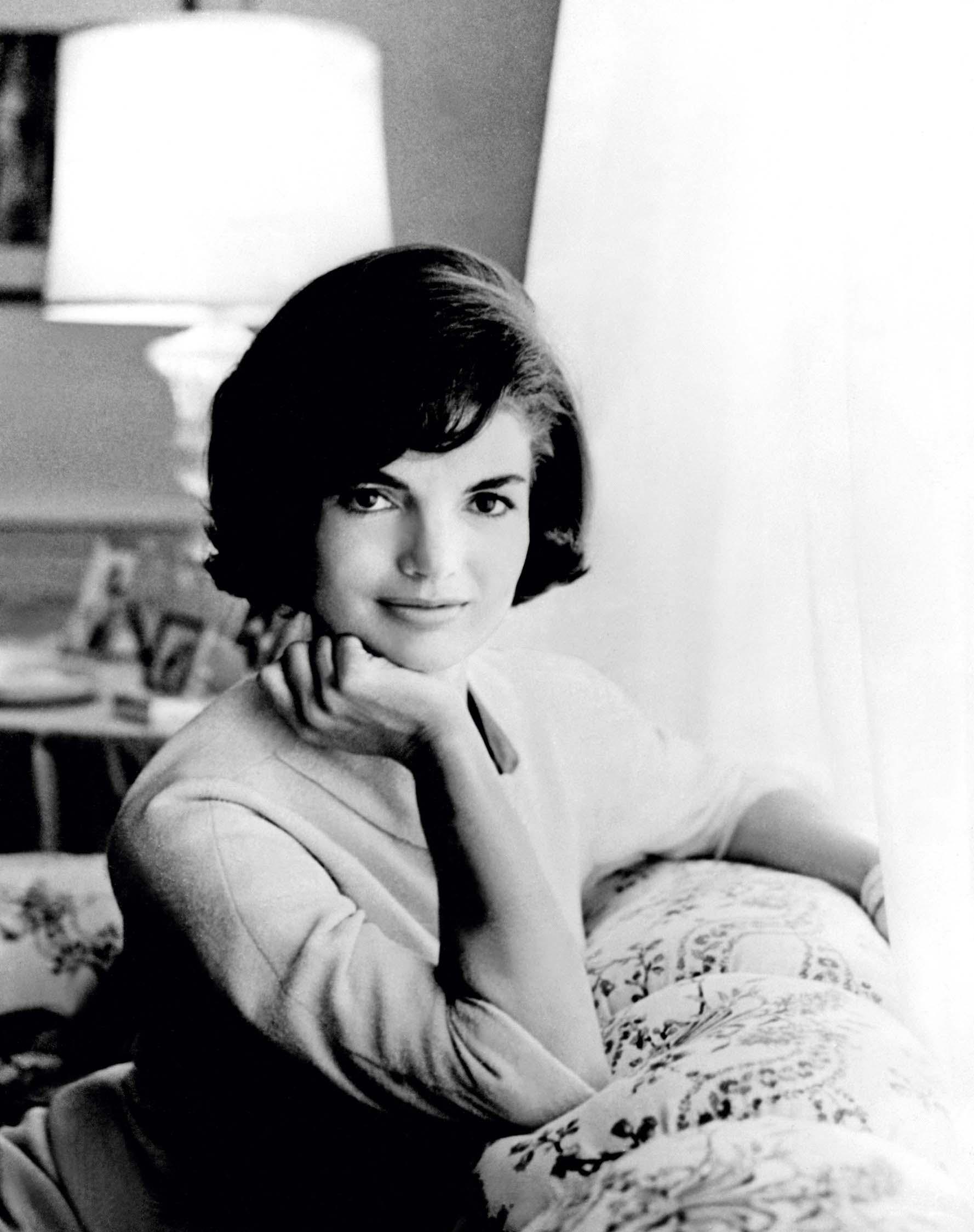 Iako joj je politika bila dosadna, uz Kennedyja je prihvatila ulogu žene političara