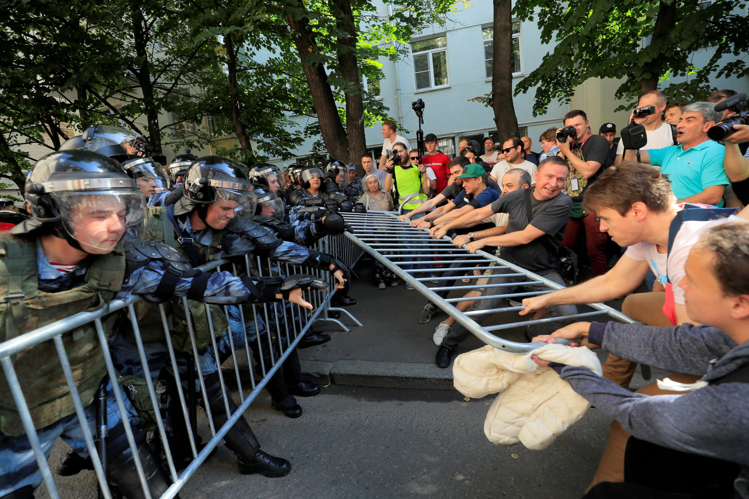 Protesters attempt to remove fences during a rally calling for opposition candidates to be registered for elections to Moscow City Duma, the capital's regional parliament, in Moscow, Russia July 27, 2019. REUTERS/Tatyana Makeyeva     TPX IMAGES OF THE DAY