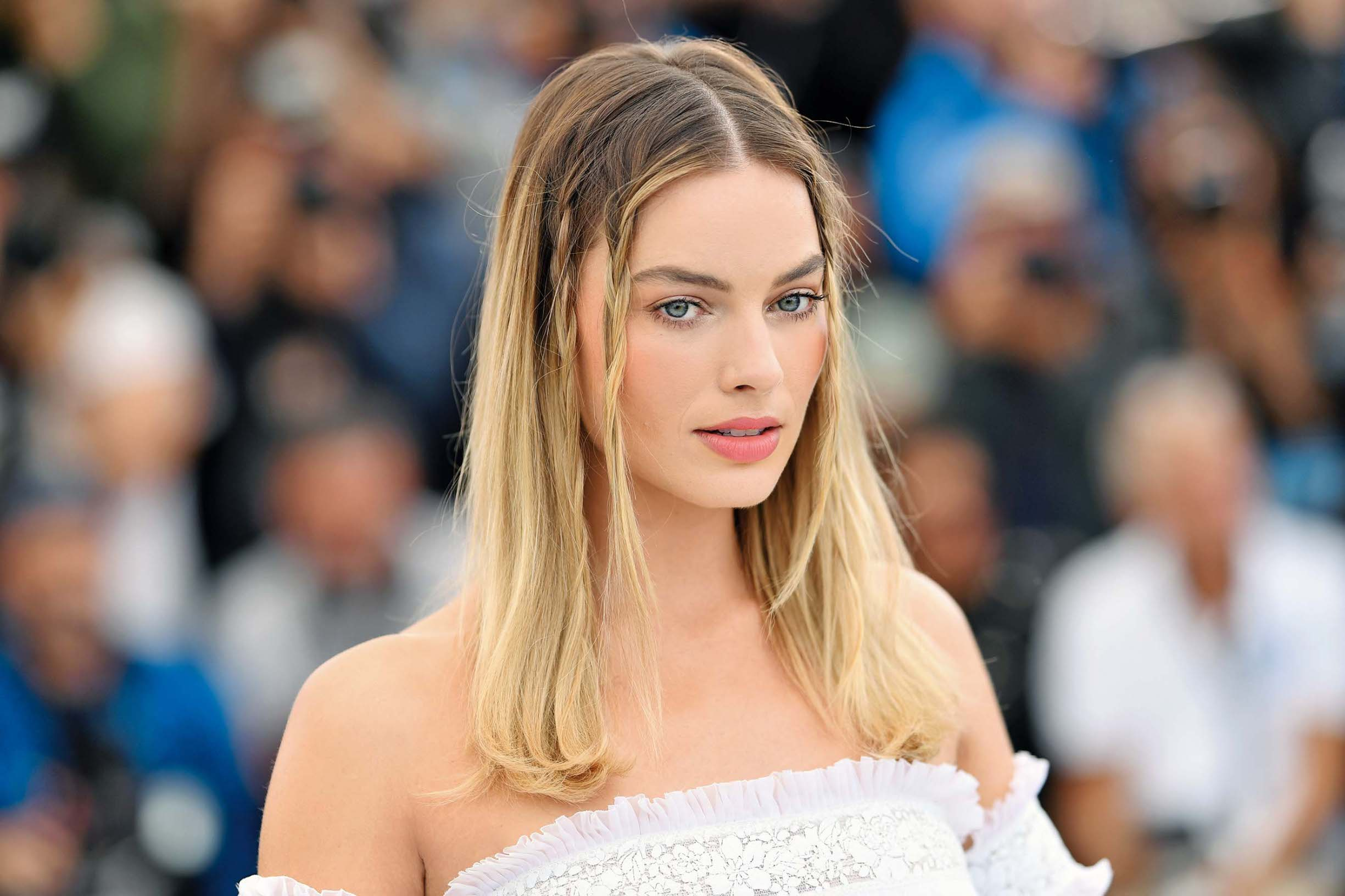 CANNES, FRANCE - MAY 22: Margot Robbie attends thephotocall for