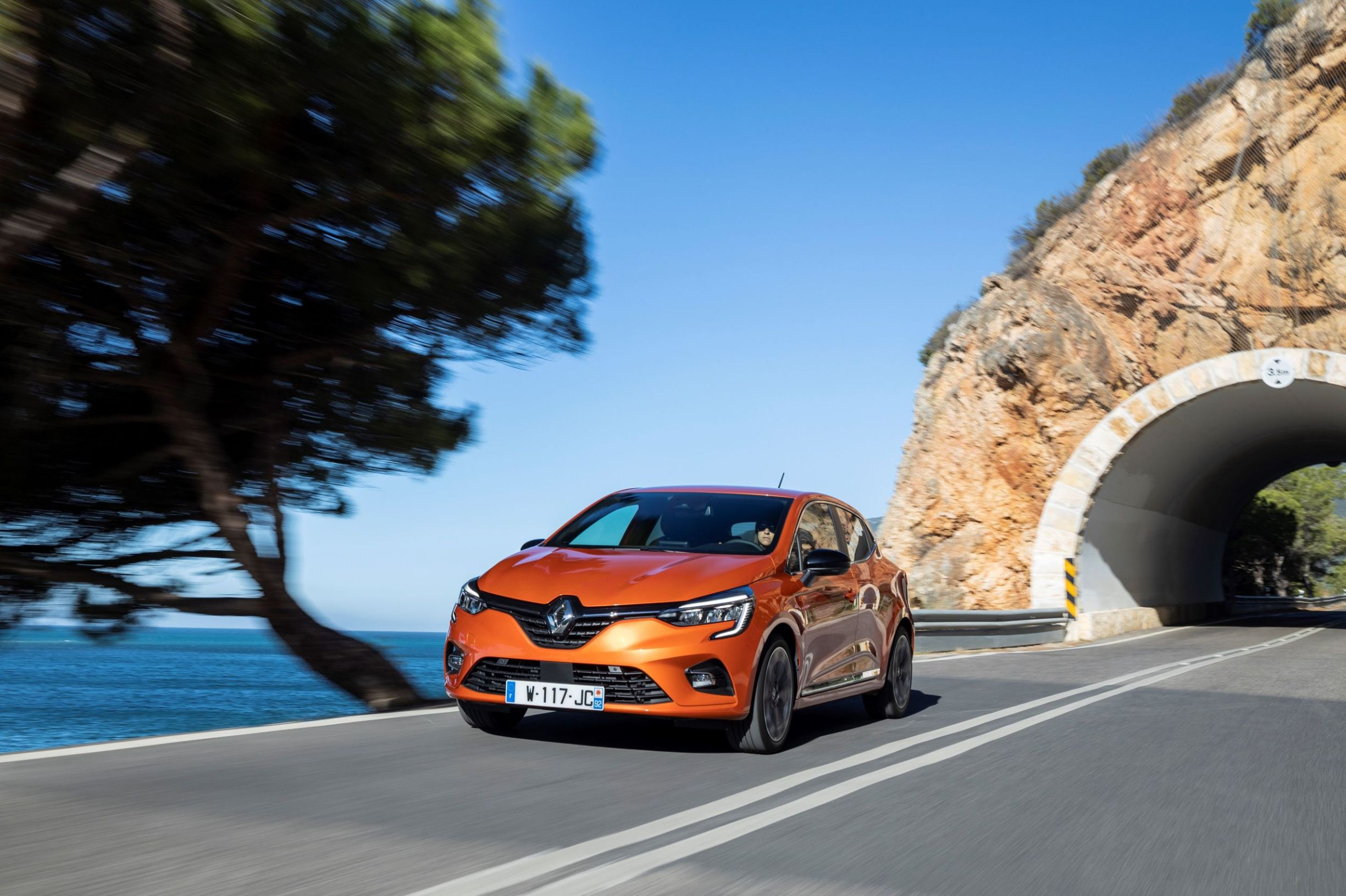 21227143_2019_-_New_Renault_CLIO_test_drive_in_Portugal_1