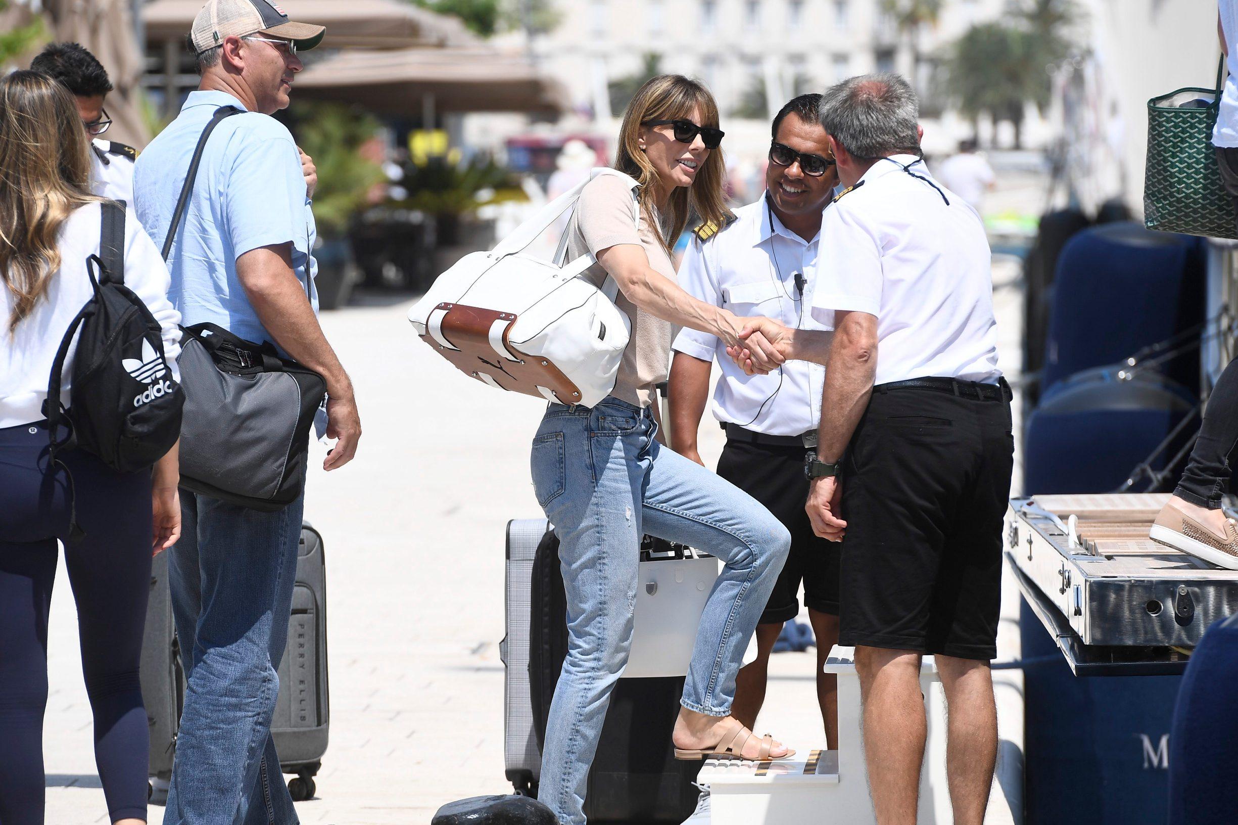 Split, 030719. Supruga Sylvestera Stallonea Jennifer Flavin s djecom stigla je u Split i ukrcala se na jahtu Meira. Foto: Tom Dubravec / CROPIX
