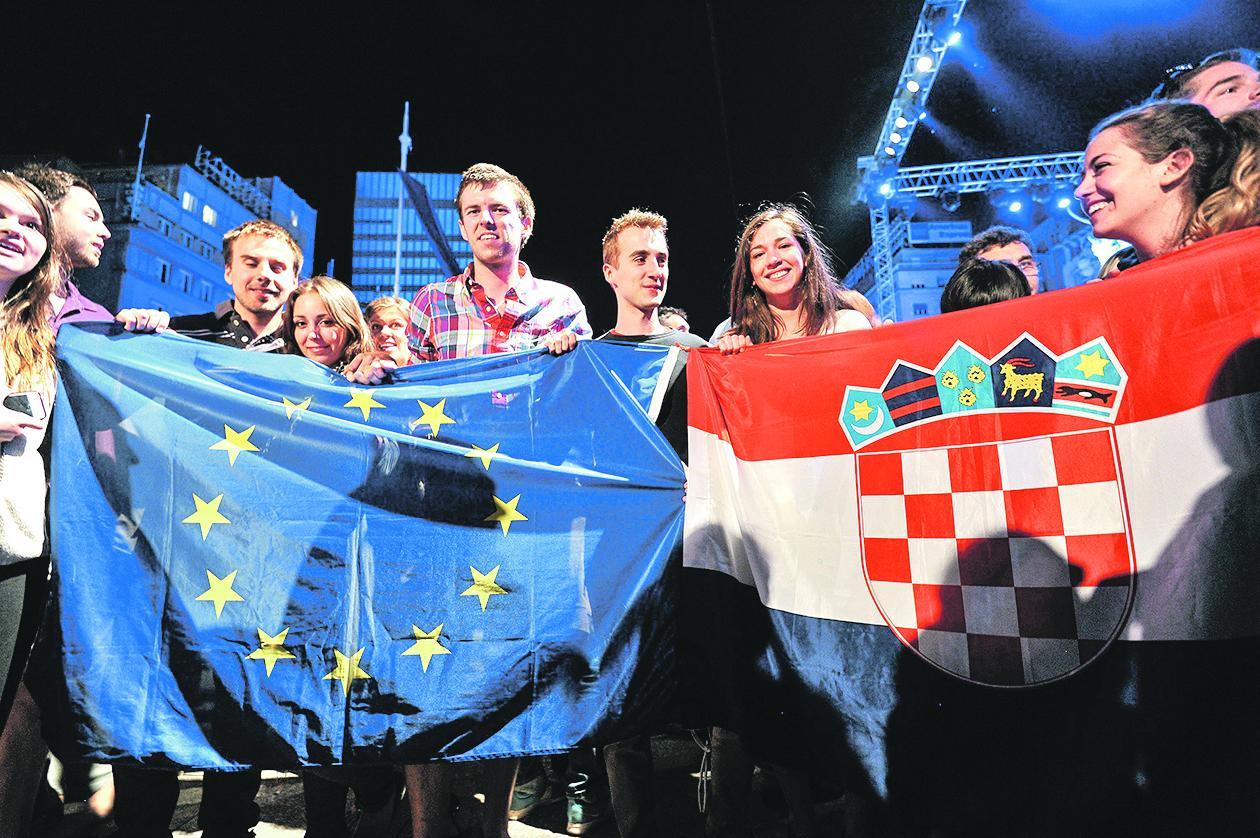 249946-320650-proslava_eu26-300613
