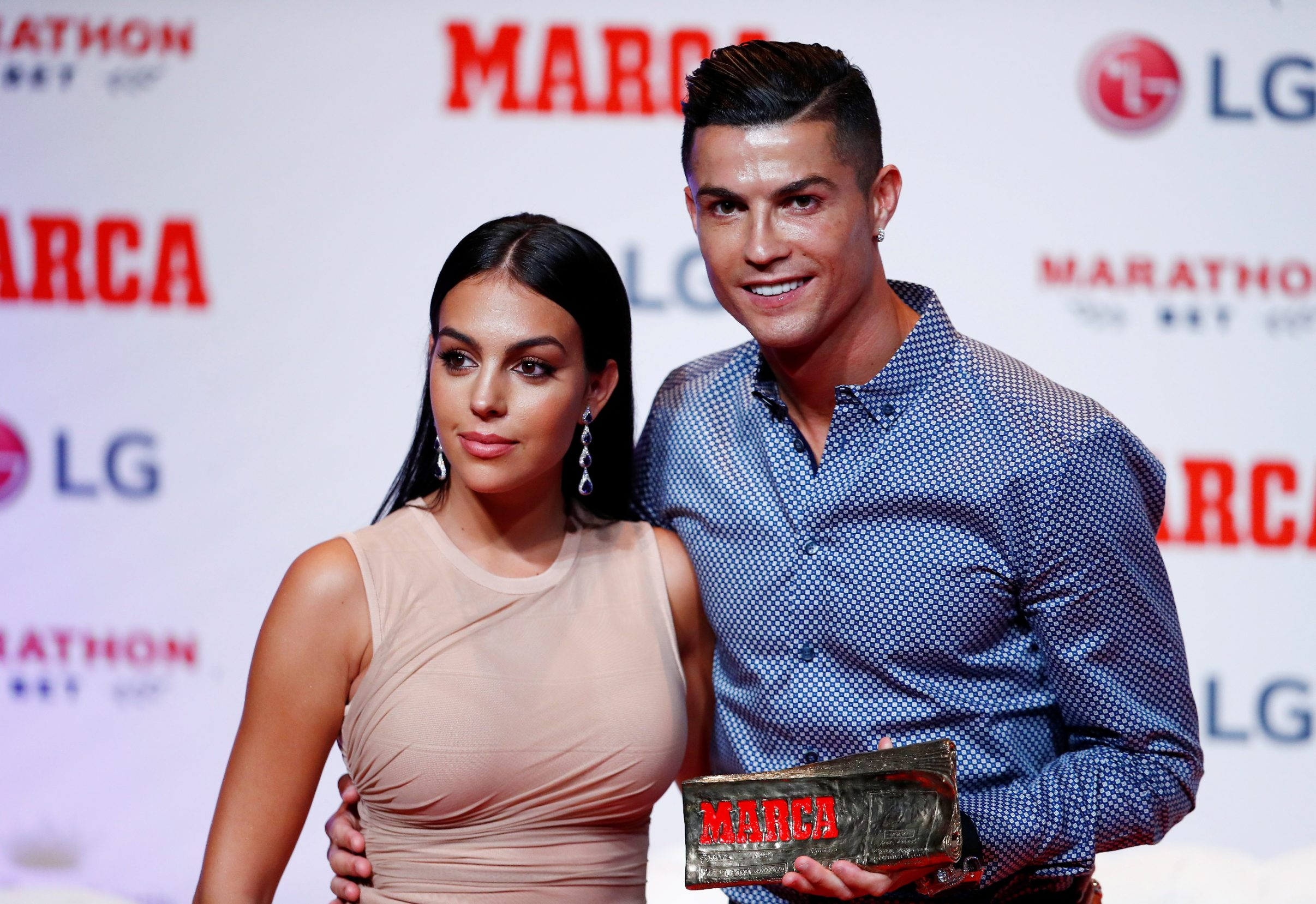 Soccer Football - Cristiano Ronaldo receives the MARCA Legend award - Reina Victoria Theater, Madrid, Spain - July 29, 2019   Cristiano Ronaldo poses with partner Georgina Rodriguez and the MARCA Legend award   REUTERS/Juan Medina