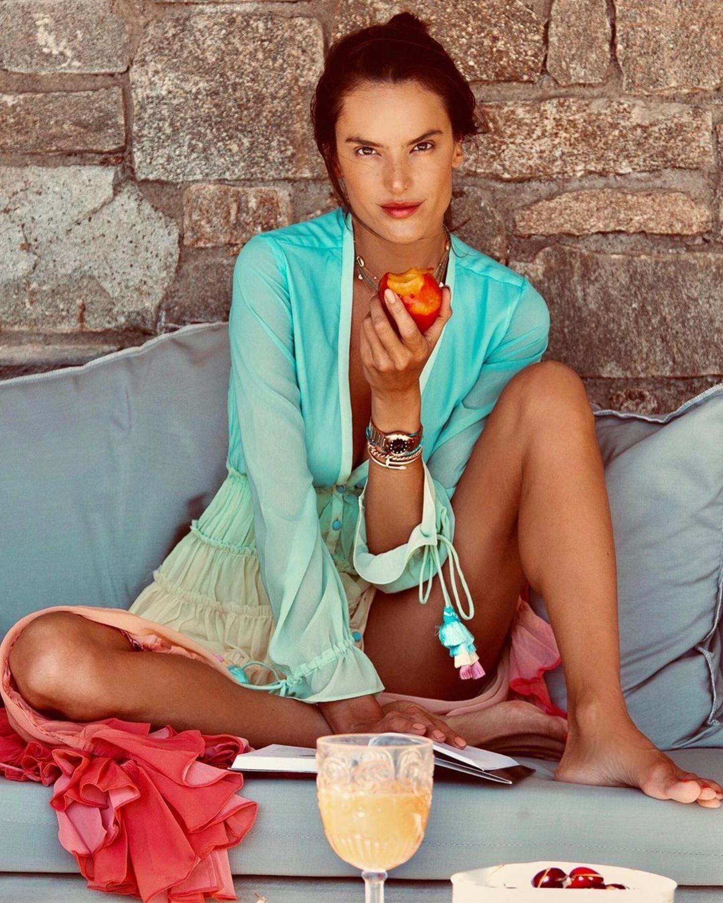 Alessandra Ambrosio (alessandraambrosio / 26.07.2019): Summer flavor
