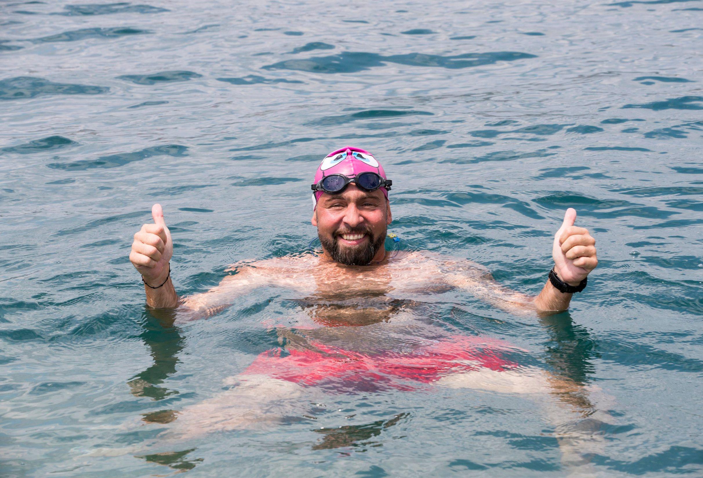 Okrug Gornji,290719 Novinar, bloger, profesor Domagoj Jakopovic Ribafish u Okrugu Gornjem. Ribafish plivao je u sklopi projekta RokOtok u spomen na svog sina Roka. Foto: Vladimir Dugandzic / CROPIX