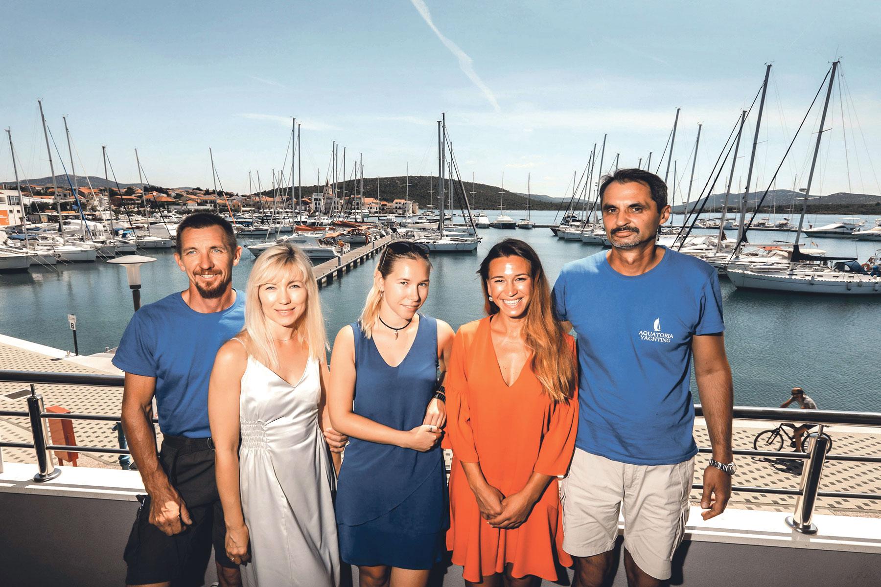 Tim iz Aquatoria Yachtinga, redom Rusi iz Moskve: Dmitry, Maja, Bruna, Marina i Vladimir