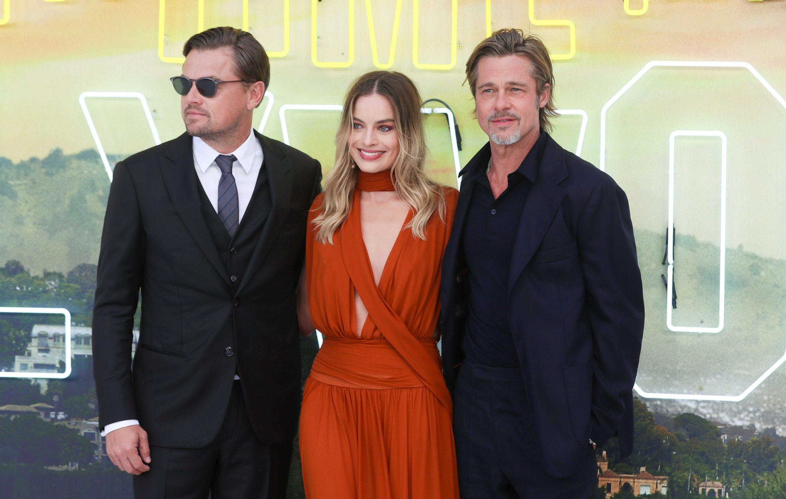 Leonardo DiCaprio, Margot Robbie i Brad Pitt