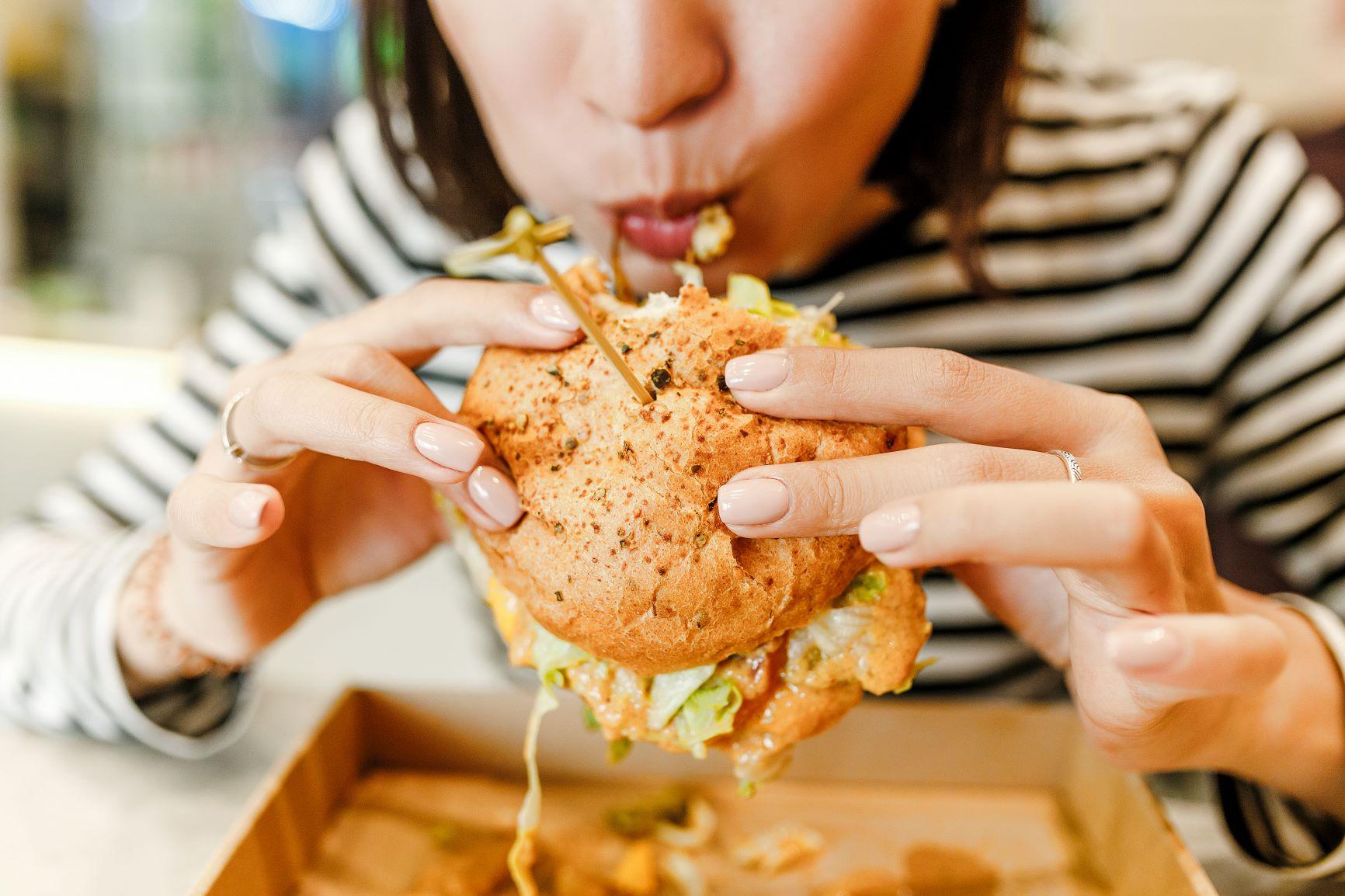 Iako je medicina u posljednjih 100 godina toliko napredovala da je prosječna dob porasla za gotovo 40 godina, sjedilački način života, smanjena tjelesna aktivnost, prevelik unos šećera, brze hrane, zaslađenih napitaka i kronični stres itekako su naštetili našem organizmu.