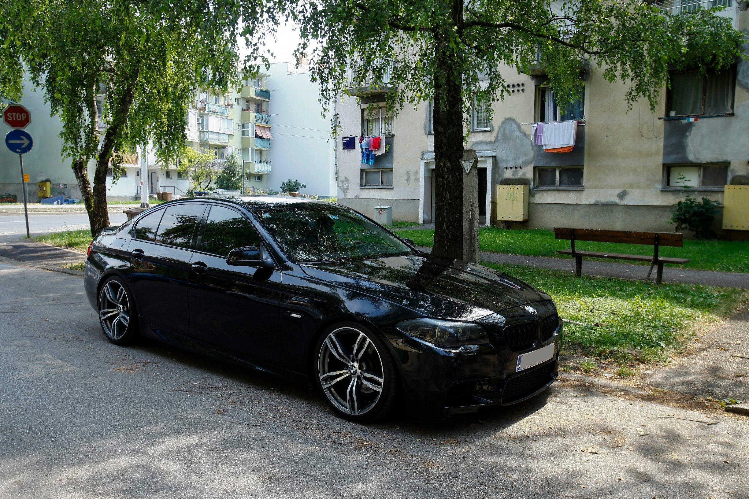 Zagreb, 050719. Lhotkina 1. Precko. BMW iz kojega je specijalna policija  izvukla vozaca povezanog sa krim miljeom. Na fotografiji: BMW. Foto: Zeljko Puhovski / CROPIX