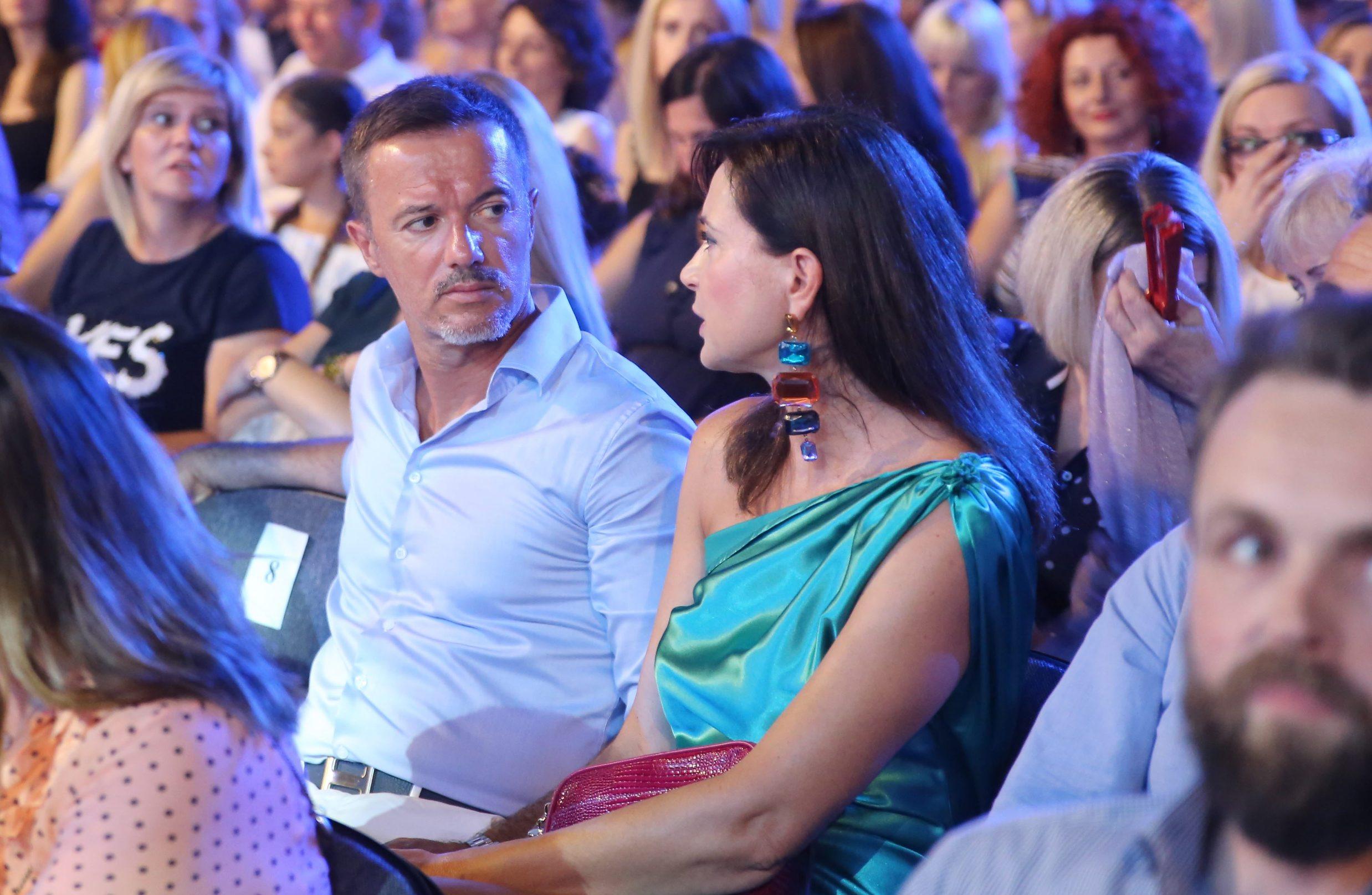 Split, 040719. Petar Graso otvorio 59. Splitski festival svojim koncertom na Prokurativama. Na fotografiji: zene u publici na koncertu. Foto: Duje Klaric / CROPIX