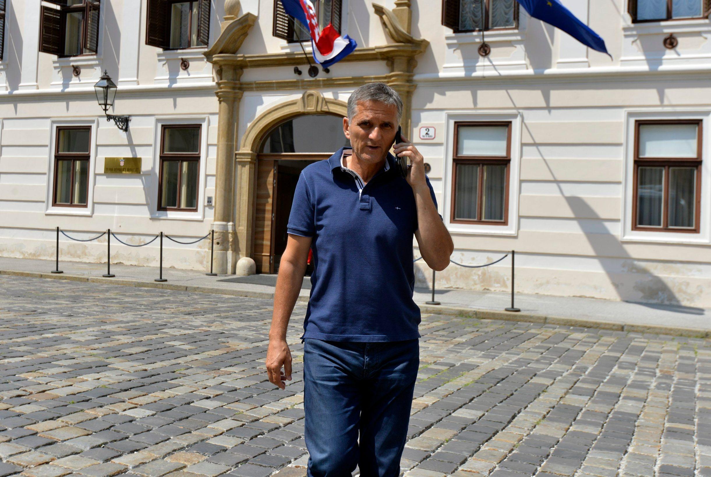Zagreb, 060719. Markov trg, Goran Maric, ministar drzavne imovine izlazi iz zgrade Vlade RH. Foto: Bruno Konjevic / CROPIX