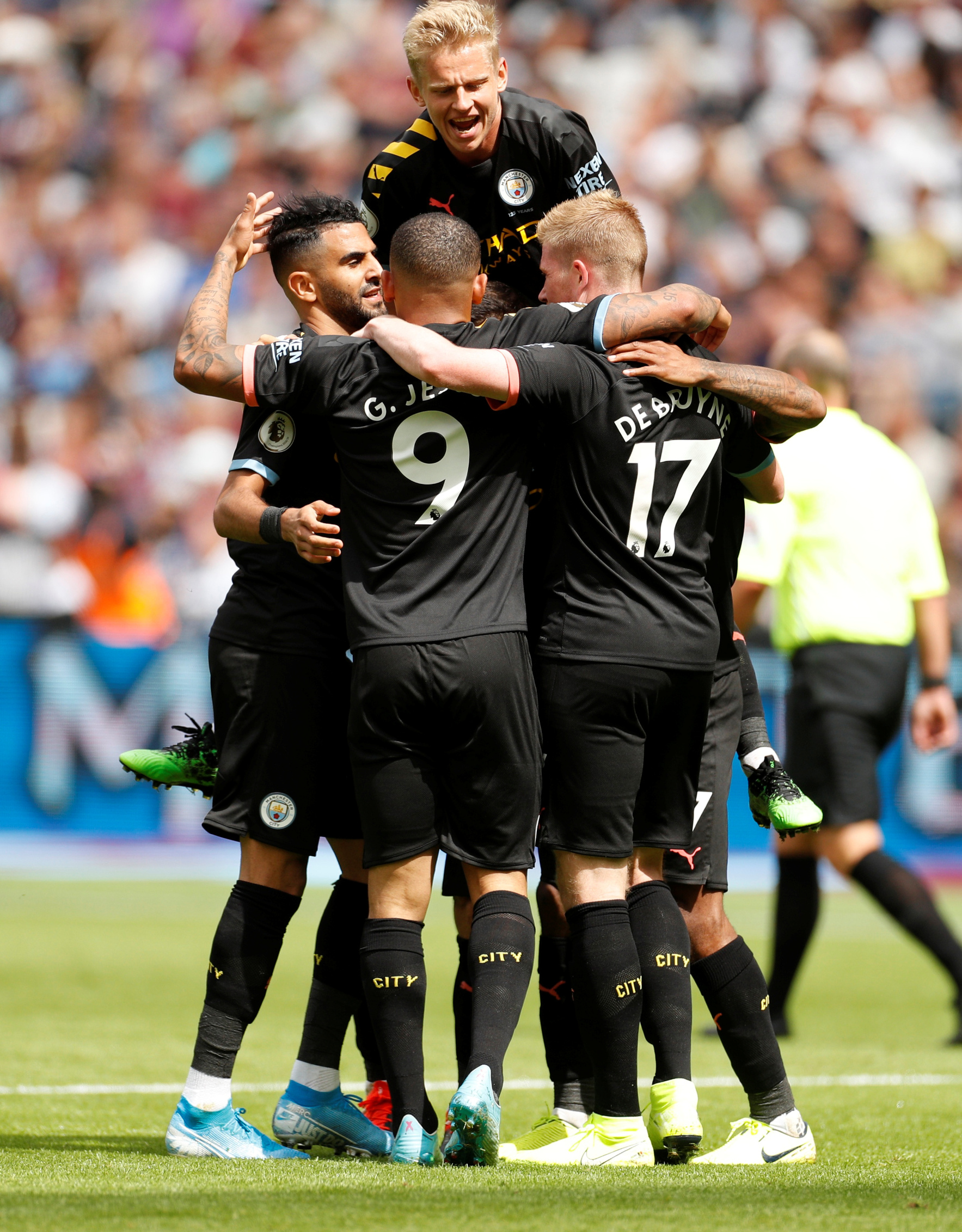 2019-08-10T124348Z_1686368296_RC1BF3EB4CD0_RTRMADP_3_SOCCER-ENGLAND-WHU-MCI-REPORT