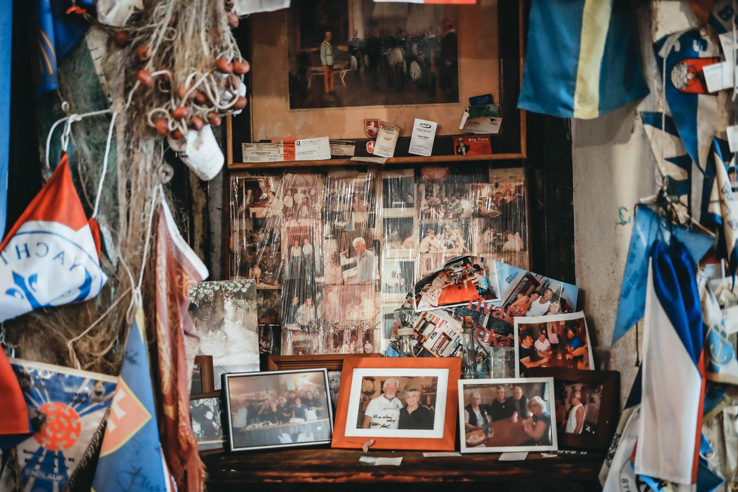Skradin, 300719. Konoba Mate najstarija konoba u Hrvatskoj koja nije mijenjala svoj izgled od 1958 godine u kojoj se proizvodi i posluzuje samo rakija,vino,prsut,sir i masline. Na fotografiji konoai Mate. Foto: Danijel Soldo / CROPIX