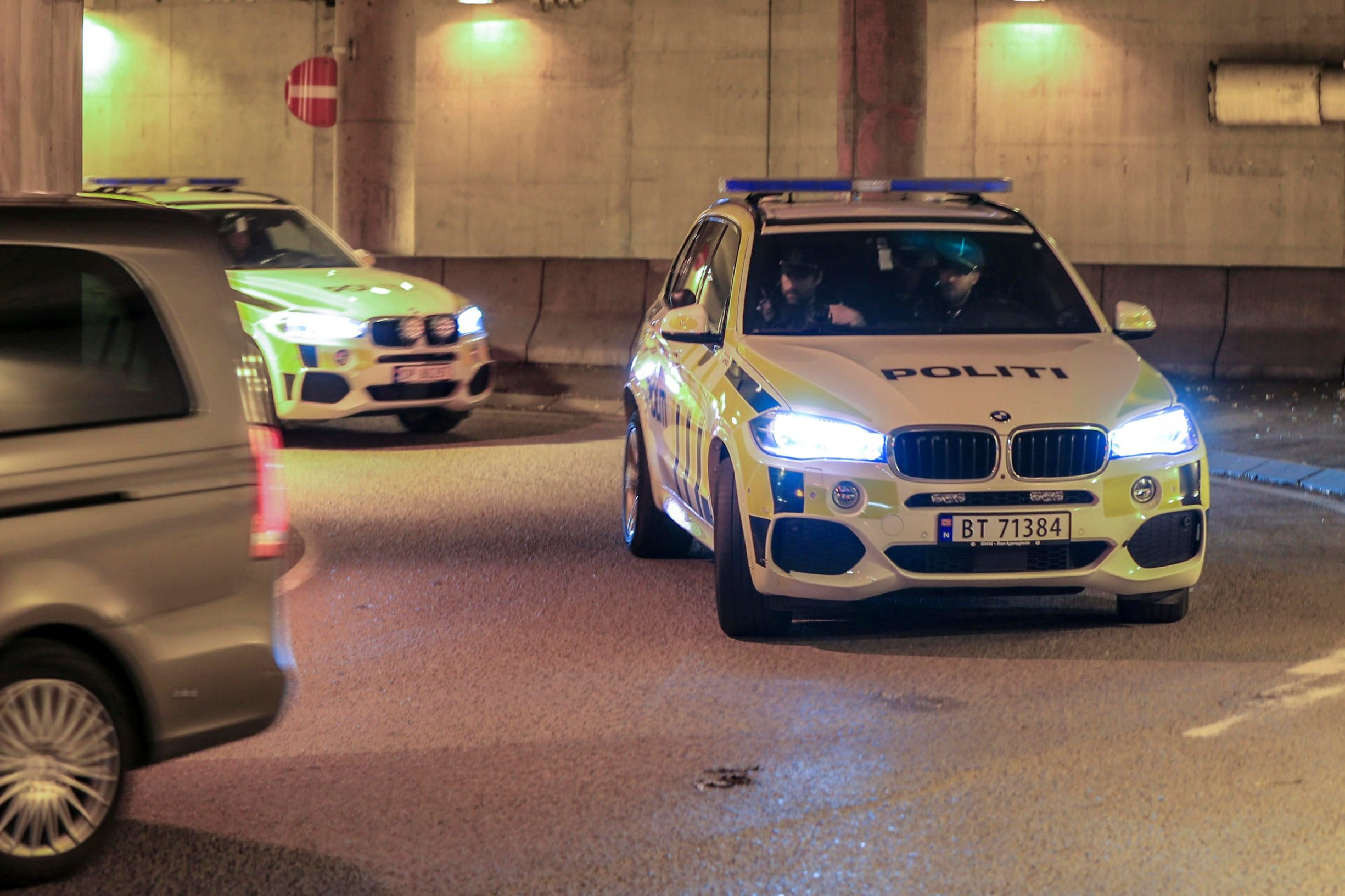 Police cars transporting Philip Manshaus, who is suspected of an armed attack at Al-Noor Islamic Centre Mosque and killing his stepsister arrive at a court in Oslo, Norway, August 12, 2019. NTB Scanpix/Orn E. Borgen via REUTERS ATTENTION EDITORS - THIS IMAGE WAS PROVIDED BY A THIRD PARTY. NORWAY OUT. NO COMMERCIAL OR EDITORIAL SALES IN NORWAY.