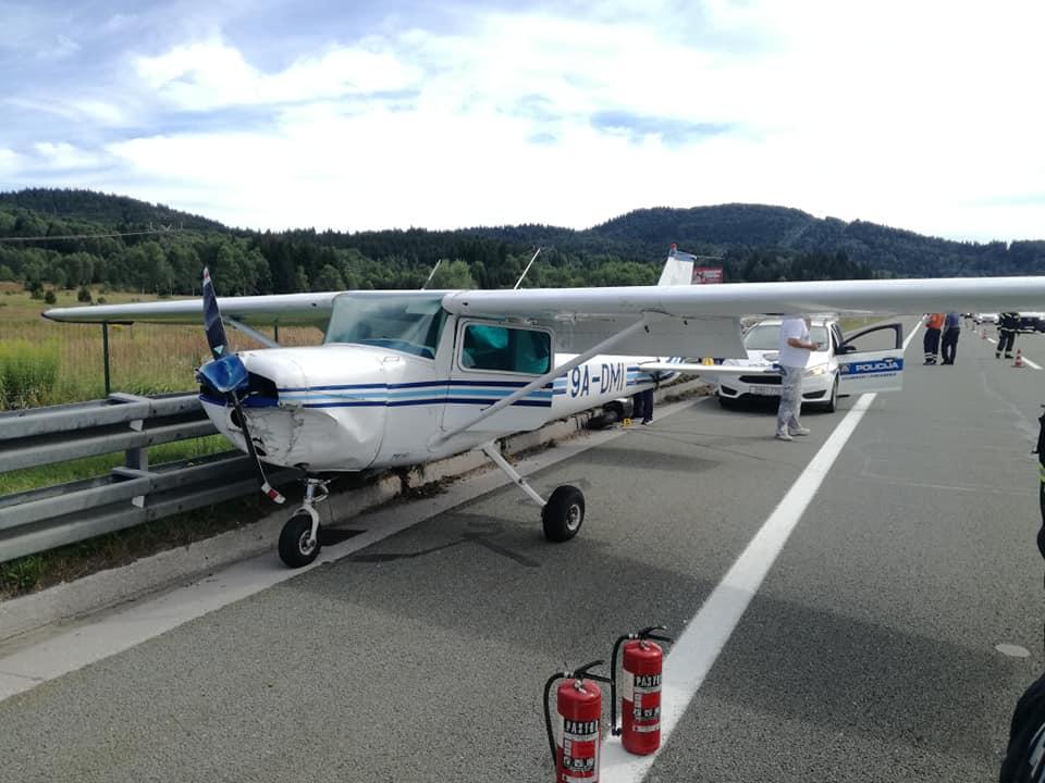Jutarnji List Na Autocestu Rijeka Zagreb Sletio Avion Mala Cessna Prizemljila Na Kolnik Između Vrbovskog I Ravne Gore Nema Ozlijeđenih