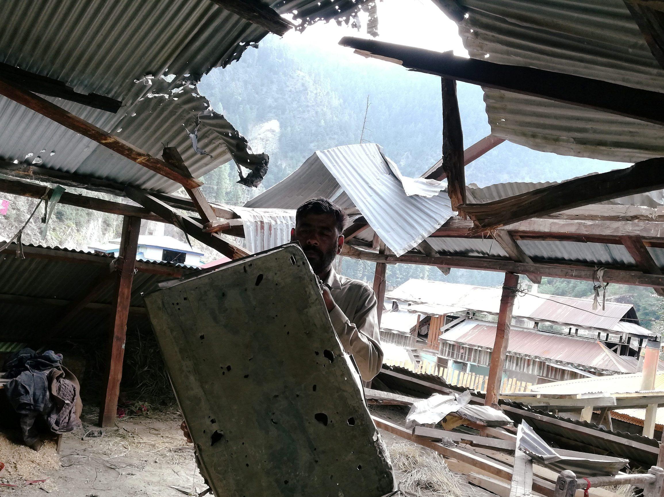Stanovnik Kašmira pokazuje posljedice oružanog sukoba / Arhiva