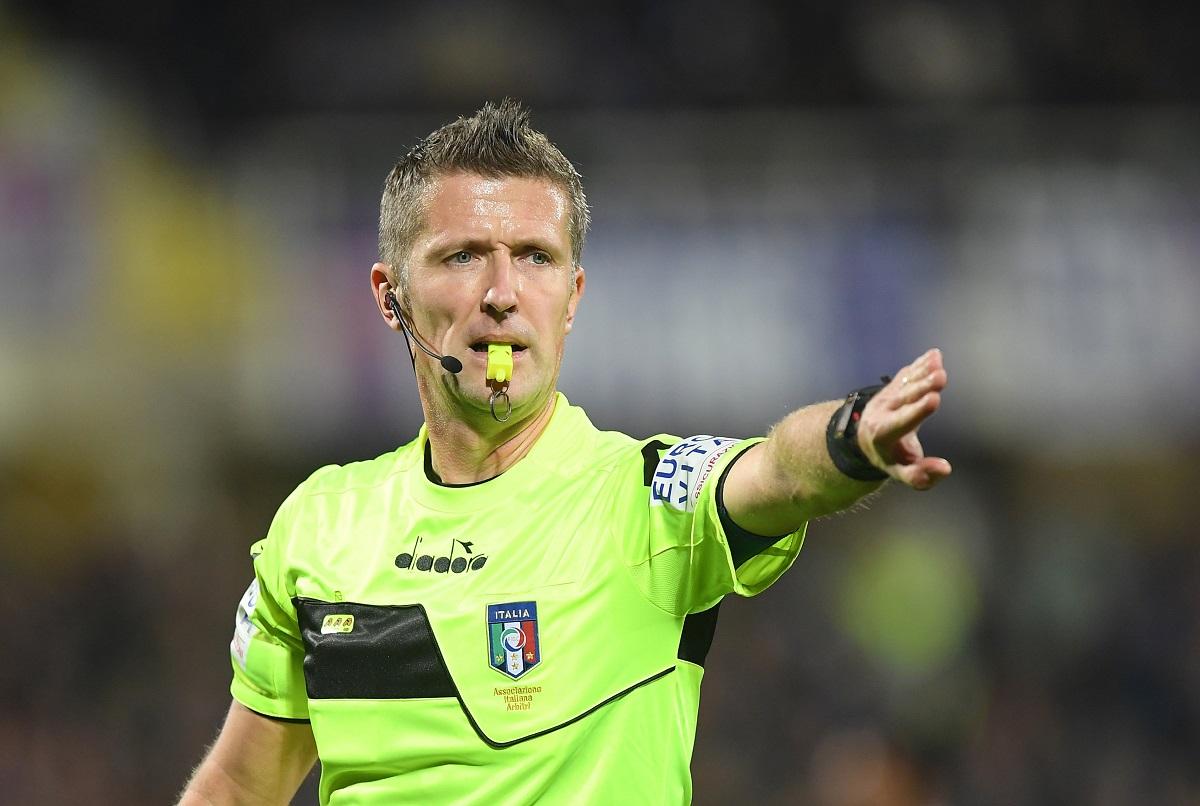 Soccer Football - Serie A - Fiorentina v Juventus - Stadio Artemio Franchi, Florence, Italy - December 1, 2018   Referee Daniele Orsato gestures        REUTERS/Alberto Lingria