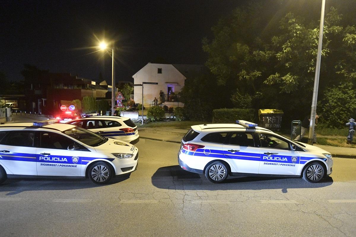 Zagreb, 010819. Zimmermanova ulica. Pronadjeno je sest mrtvih tijela na podrucju Kajzerice i u tijeku je velika policijska potjera za ubojicom. Sumnja se da je zlocin pocinjen vatrenim oruzjem.  Na fotografiji: Policija. Foto: Boris Kovacev / CROPIX