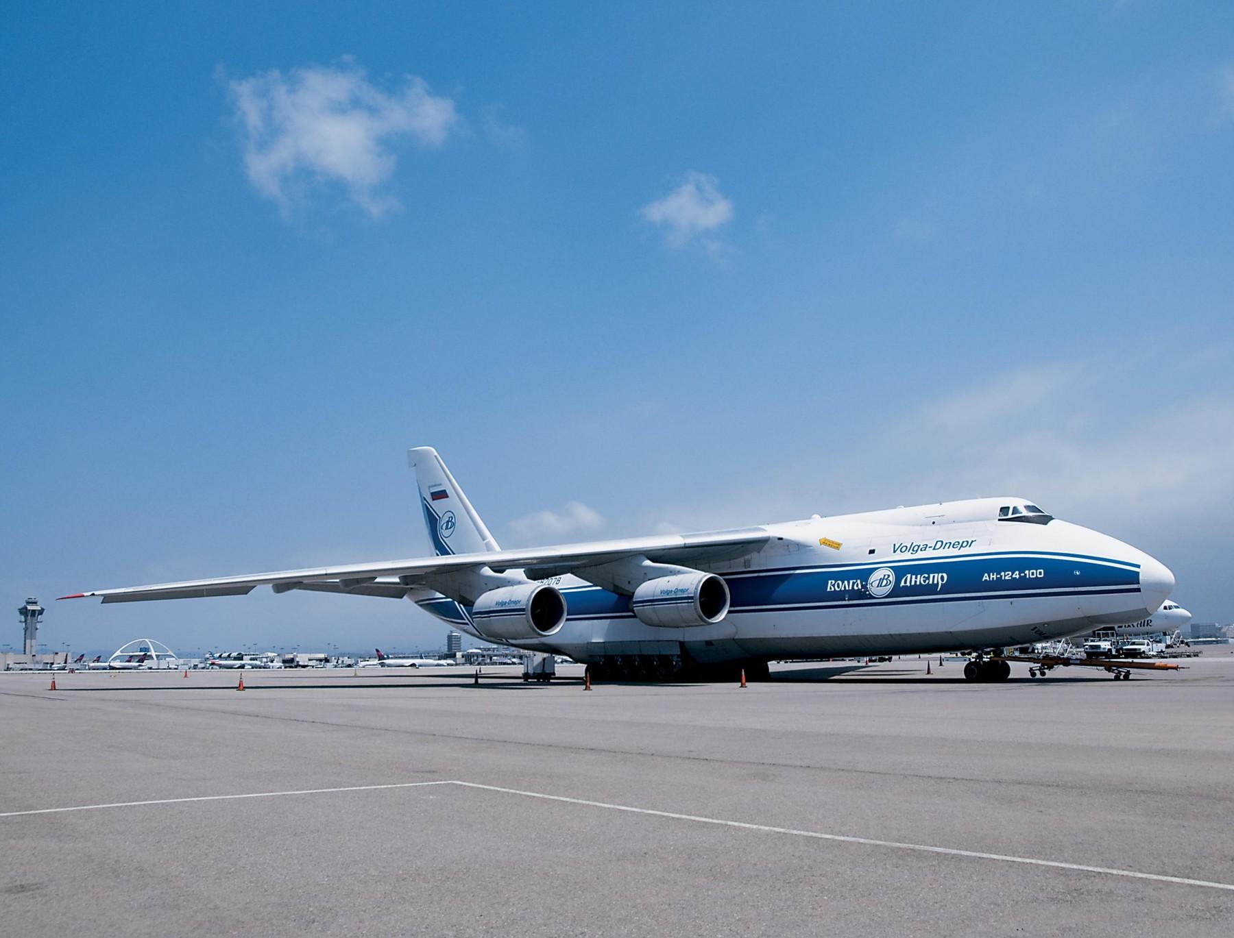 Teretni zrakoplov Antonov 124-100