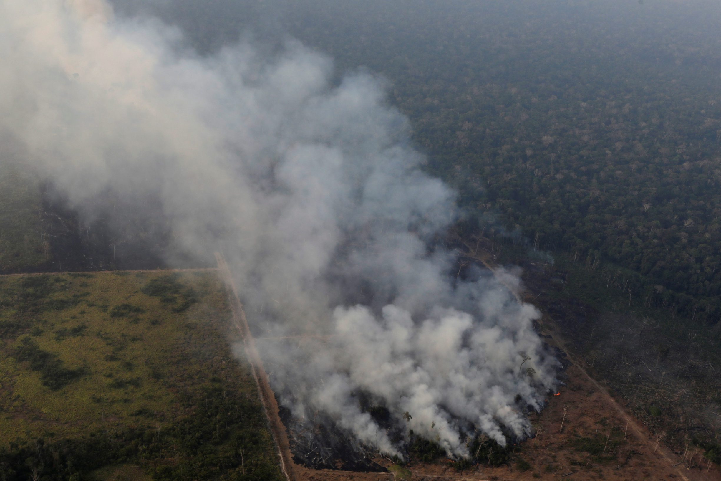 Smoke billows during a fire in an area of the Amazon rainforest near Porto Velho, Rondonia State, Brazil, Brazil August 21, 2019. REUTERS/Ueslei Marcelino