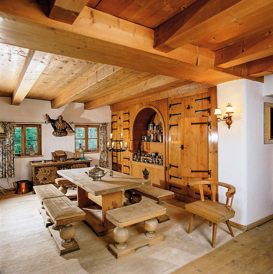 UNSPECIFIED - CIRCA 2000:  Interieur of the former house of Herbert von Karajan (a famous Austrian conductor) in Oberdorf with furniture designed by Alfons Walde, Kitzbuehel, Tyrol, Photograph, Around 2000  (Photo by Imagno/Getty Images)  [Interieur des ehemaligen Hauses von Herbert von Karajan in Oberdorf - mit von Alfons Walde entworfenen M?beln, Kitzb?hel, Tirol, ?sterreich, Photographie, Um 2000]