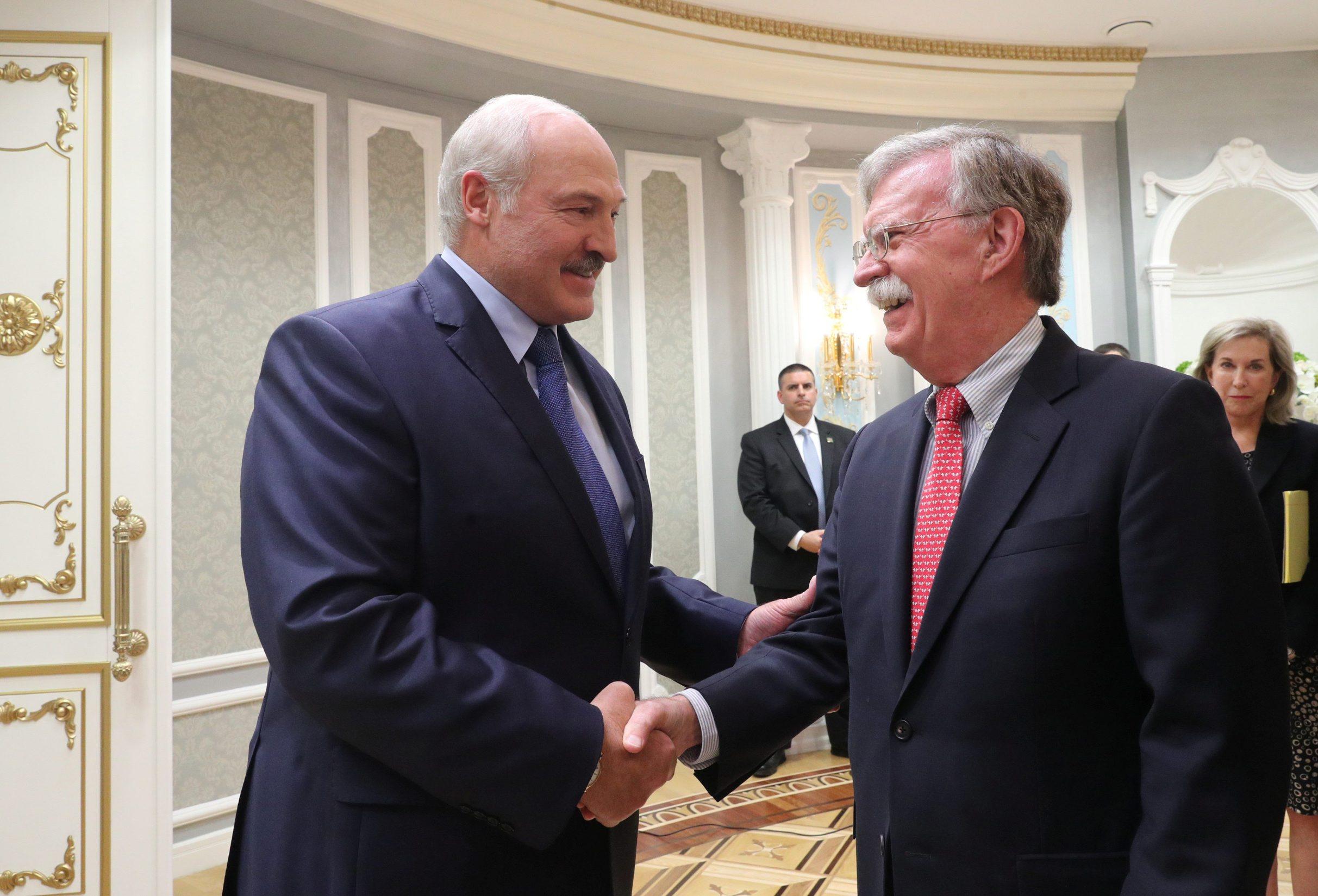 Aleksander Lukašenko i Johnom Boltonom