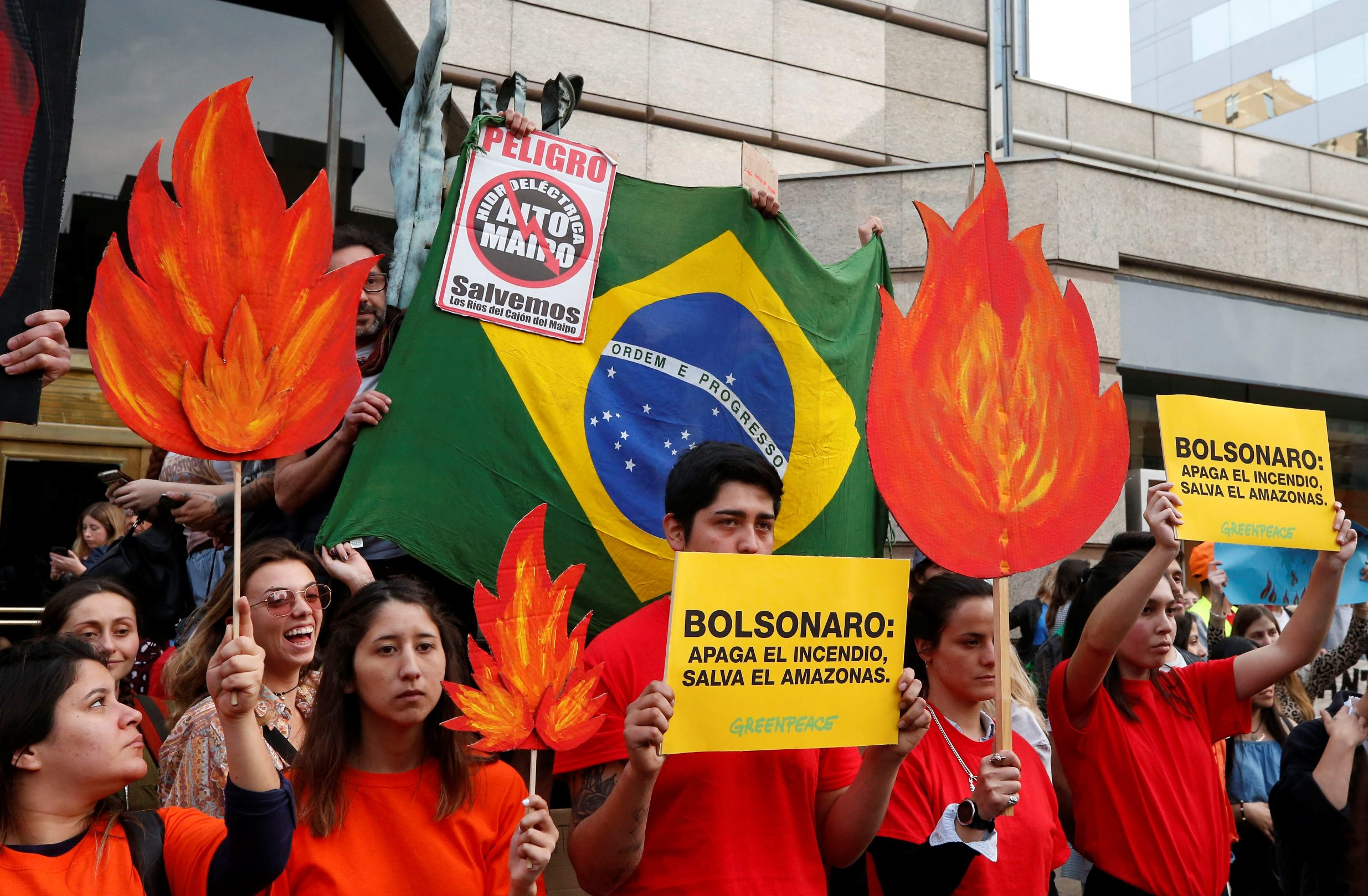2019-08-23T230933Z_1127053643_RC185DC8CD70_RTRMADP_3_BRAZIL-ENVIRONMENT-PROTESTS-CHILE