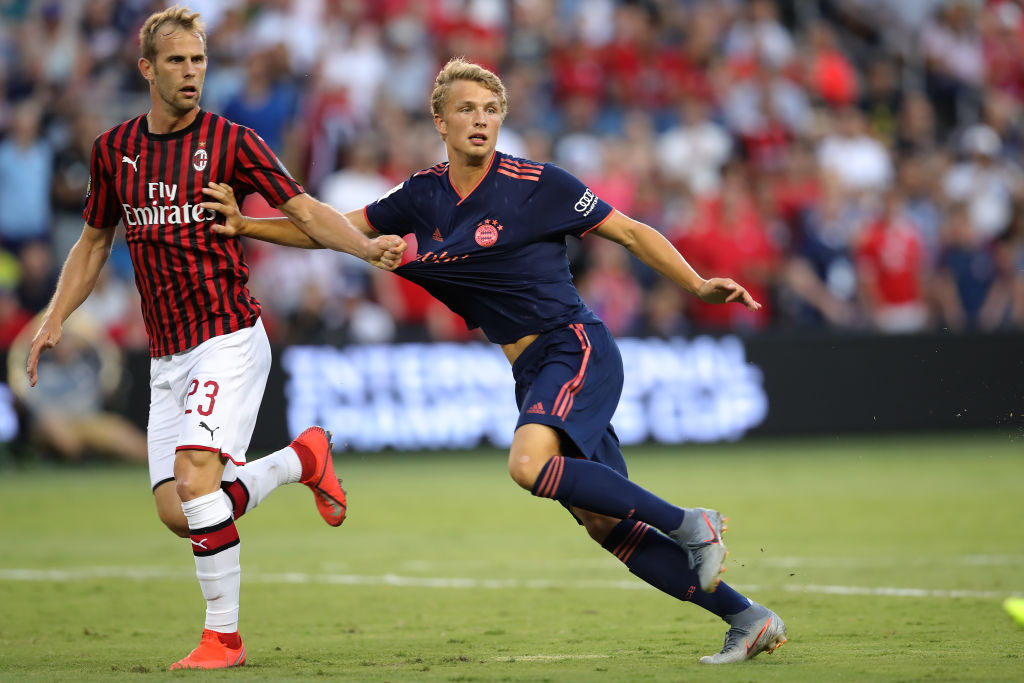 KANSAS CITY, MISSOURI - JULY 23: Fiete Arp of FC Bayern Muenchen battles for the ball with Ivan Strinic of Milan during the 2019 International Champions Cup match between FC Bayern and AC Milan at Children`s Mercy Park Stadium on July 23, 2019 in Kansas City, Missouri. (Photo by Alexander Hassenstein/Bongarts/Getty Images)
