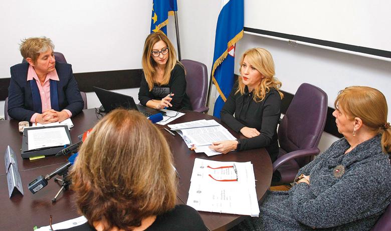 Povjerenstvo za odlučivanje o sukobu interesa, na čelu s Natašom Novaković (druga s desna), čim je nešto opreznije počelo s radom, naišlo je na nezadovoljstvo vladajućih