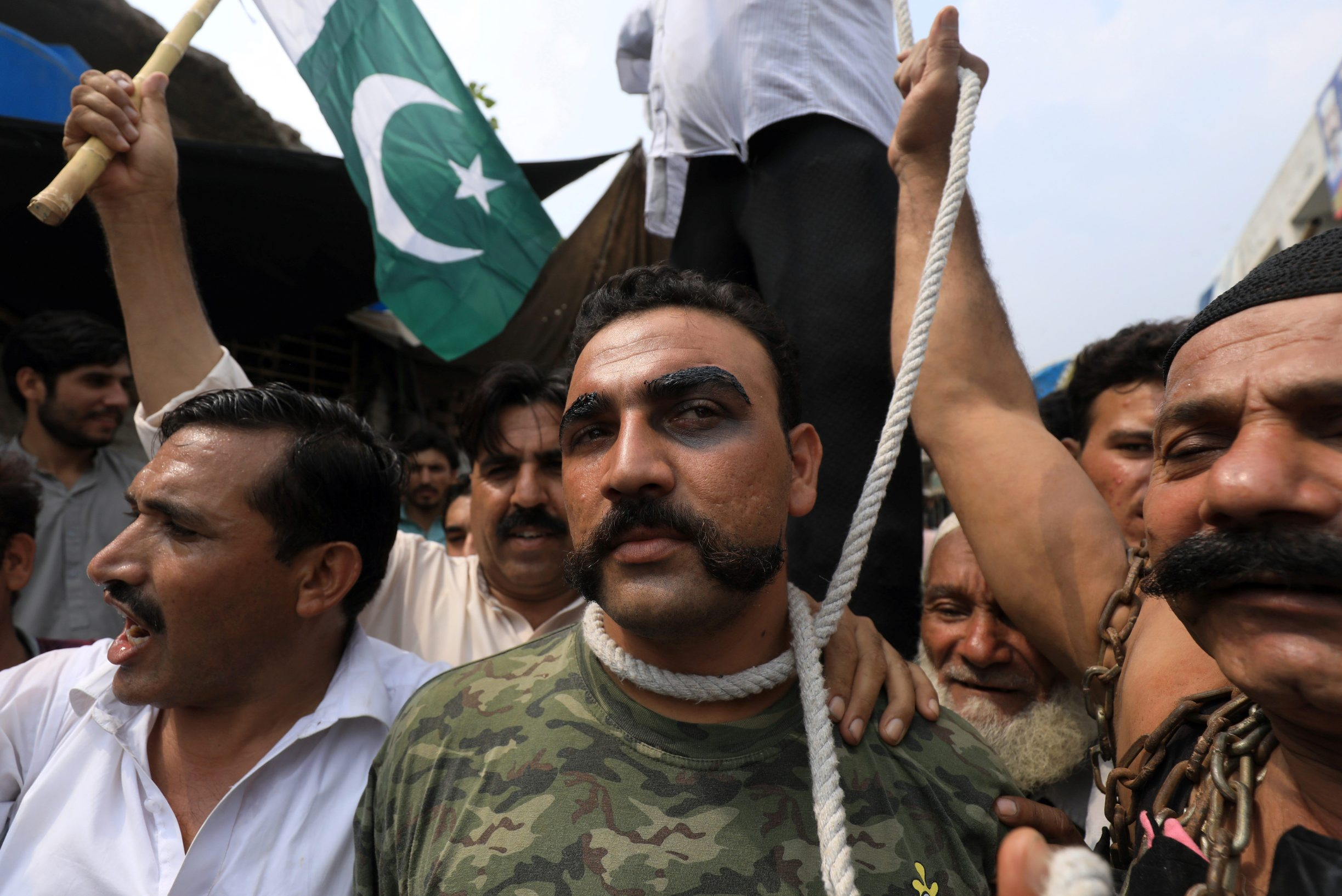 People stage a mock hanging of Indian Air Force pilot Abhinandan Varthaman, during a countrywide  'Kashmir Hour' demonstration to express solidarity with the people of Kashmir, observing a call by Prime Minister Imran Khan in Peshawar, Pakistan August 30, 2019. REUTERS/Fayaz Aziz