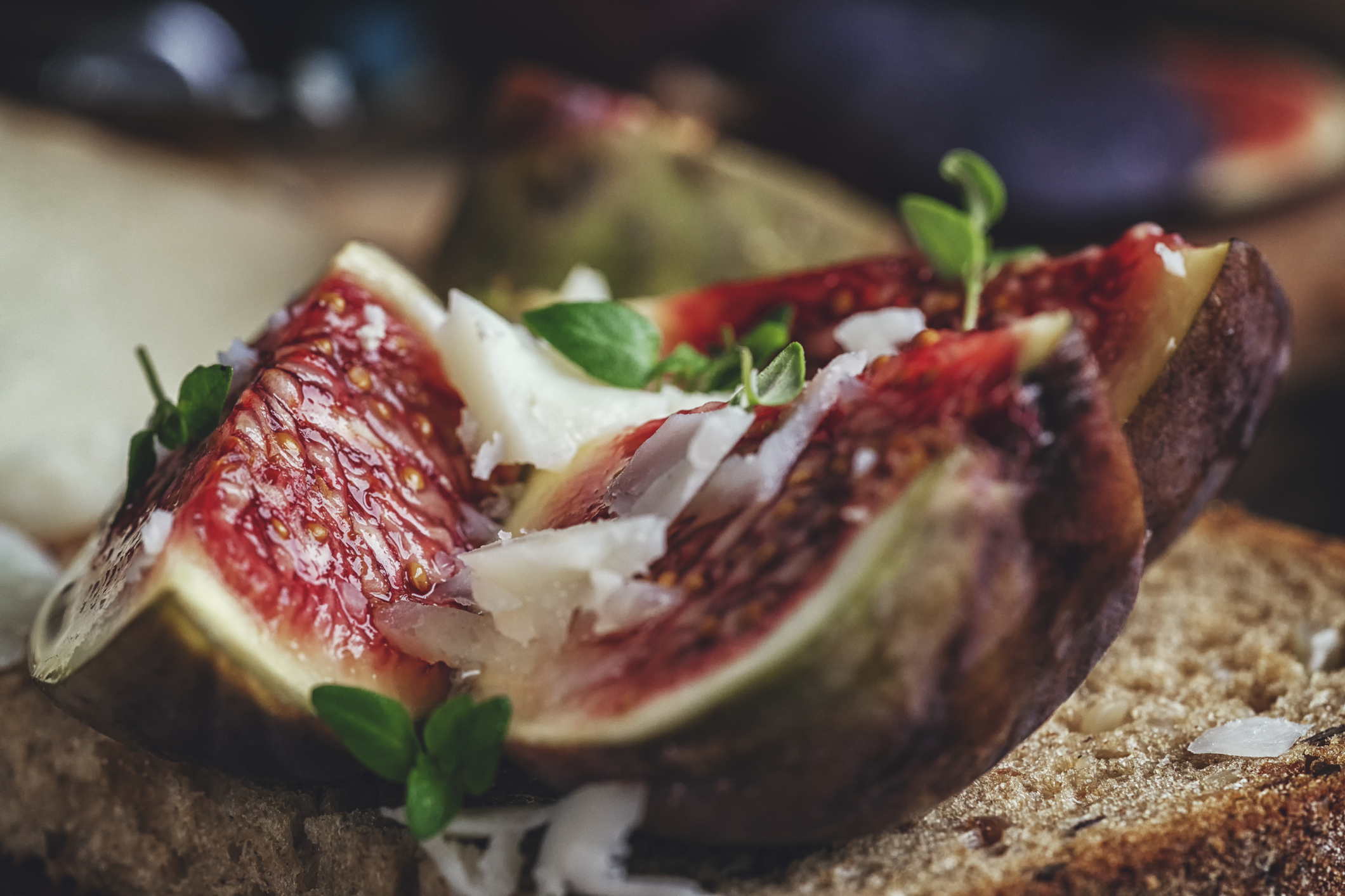 Brown Bread with Cottage Cheese, Figs and Honey