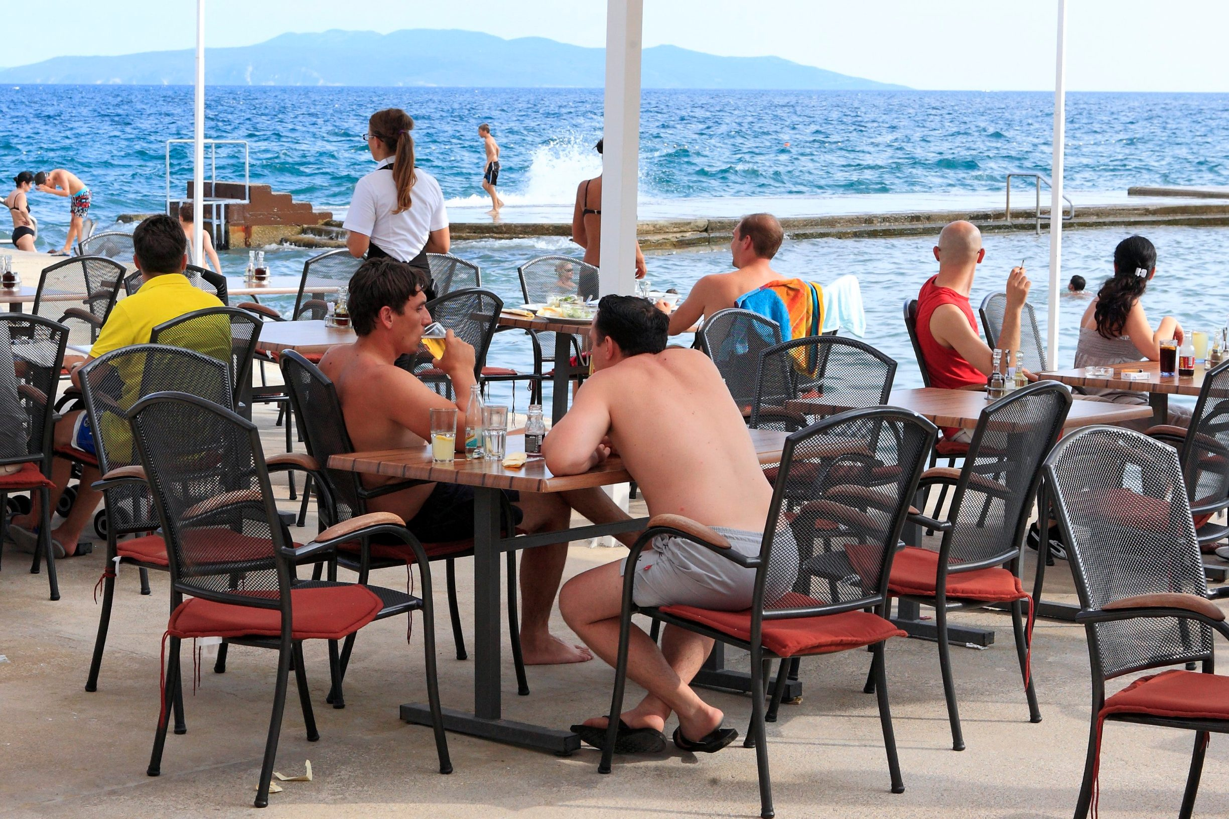 Terasa restorana uz more, ilustracija