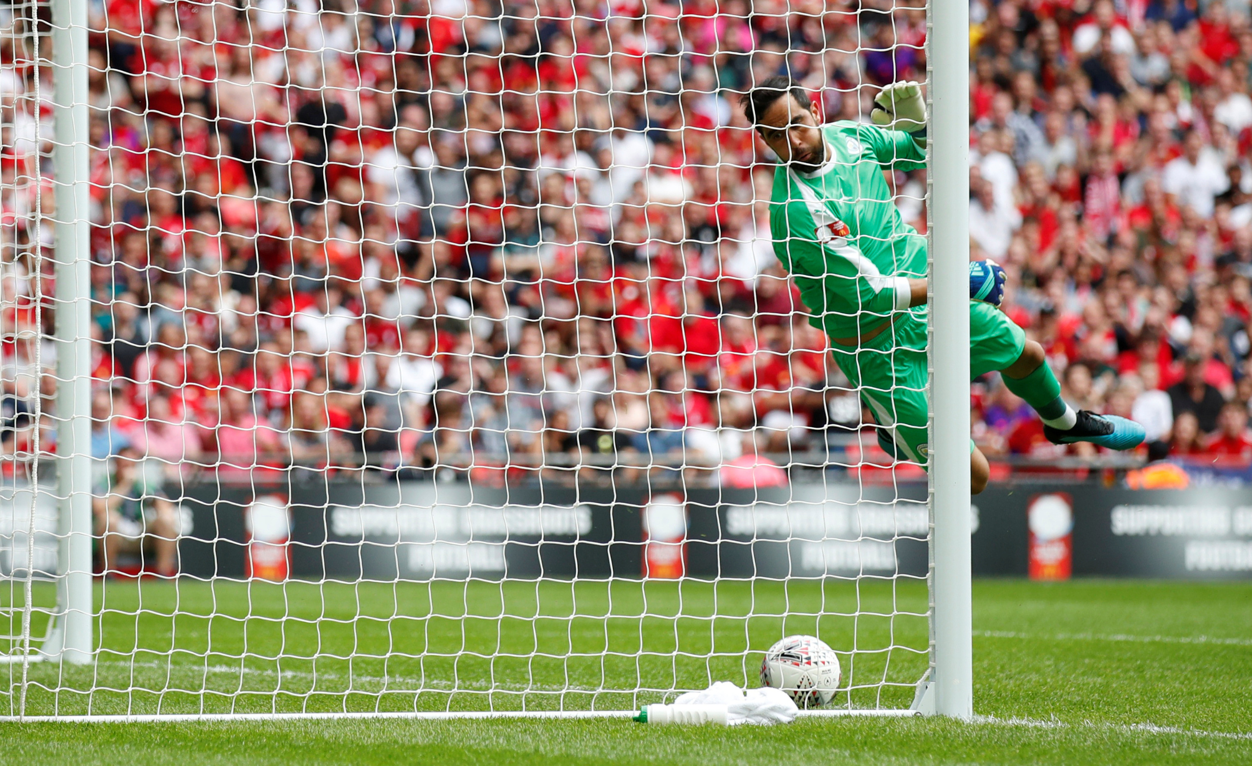 Soccer Football - FA Community Shield - Manchester City v Liverpool - Wembley Stadium, London, Britain - August 4, 2019  Manchester City's Claudio Bravo in action as a header from Liverpool's Virgil van Dijk lands on the goal line  REUTERS/David Klein