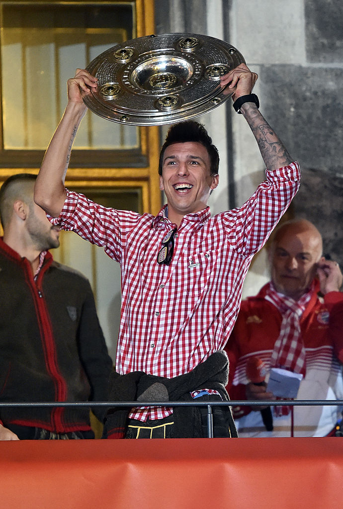 MUNICH, GERMANY - MAY 10:  Mario Mandzukic of Bayern celebrates with the players of FC Bayern Muenchen celebrate at the Rathaus on May 10, 2014 in Munich, Germany.  (Photo by Stuart Franklin/Bongarts/Getty Images)