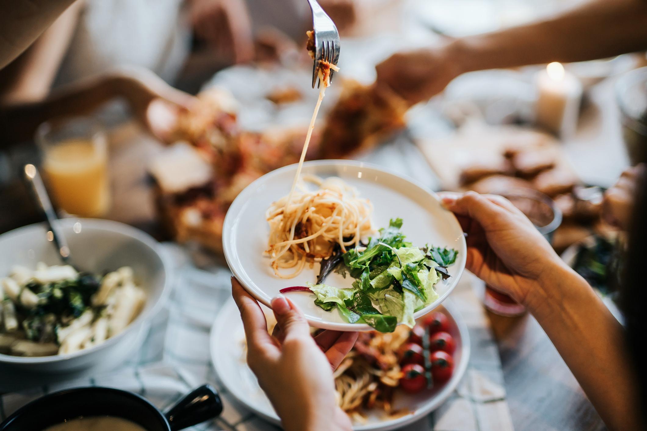 Klasična tjestenina radi se od pšeničnog brašna. Nije na odmet ponekad u svoj jelovnik uključiti tjesteninu od integralne riže, graška i leće, heljde, ječma, slanutka...