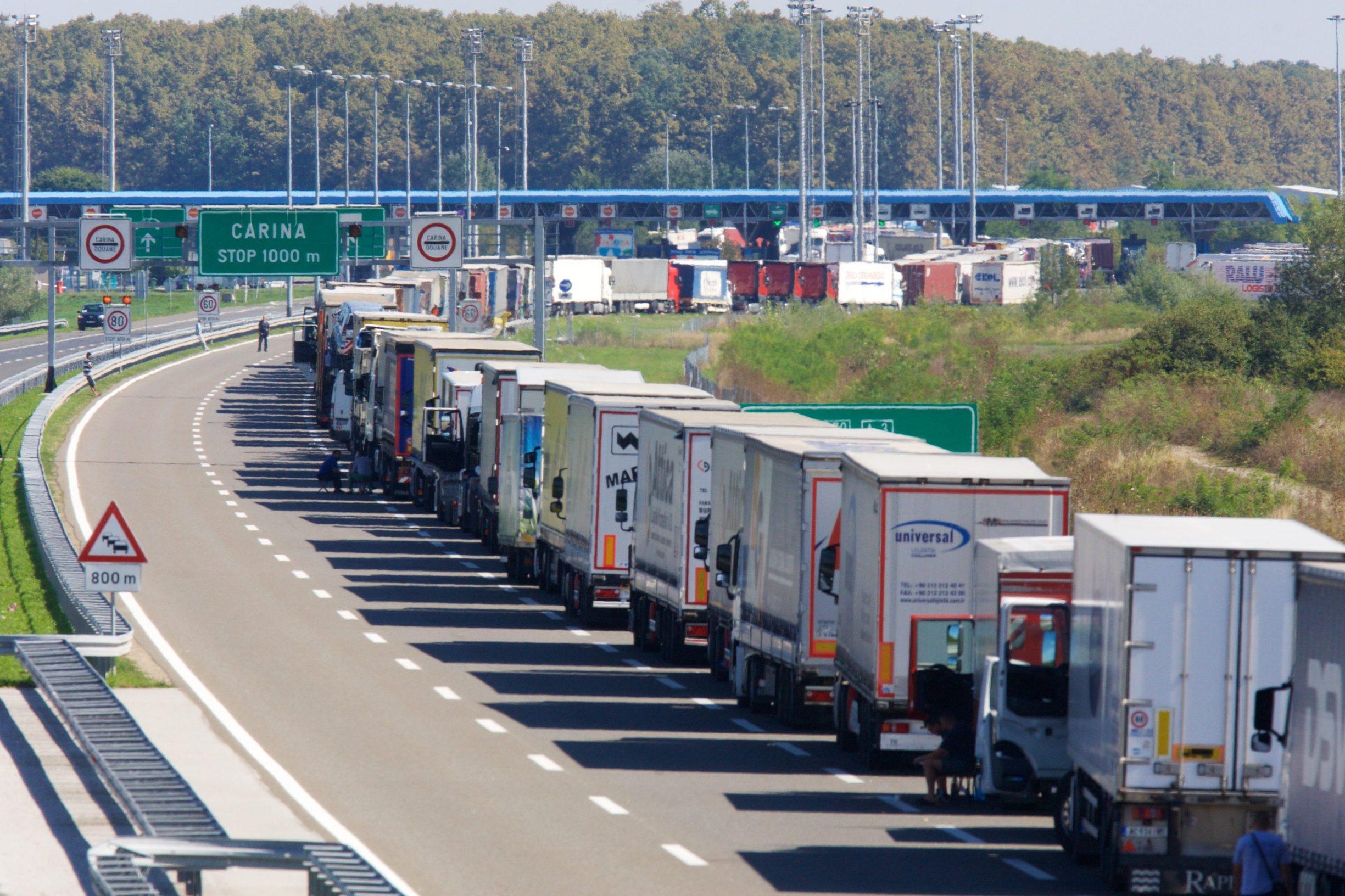 Arhiva: granični prijelaz Bajakovo i kolona kamiona na autocesti prema granici sa Srbijom