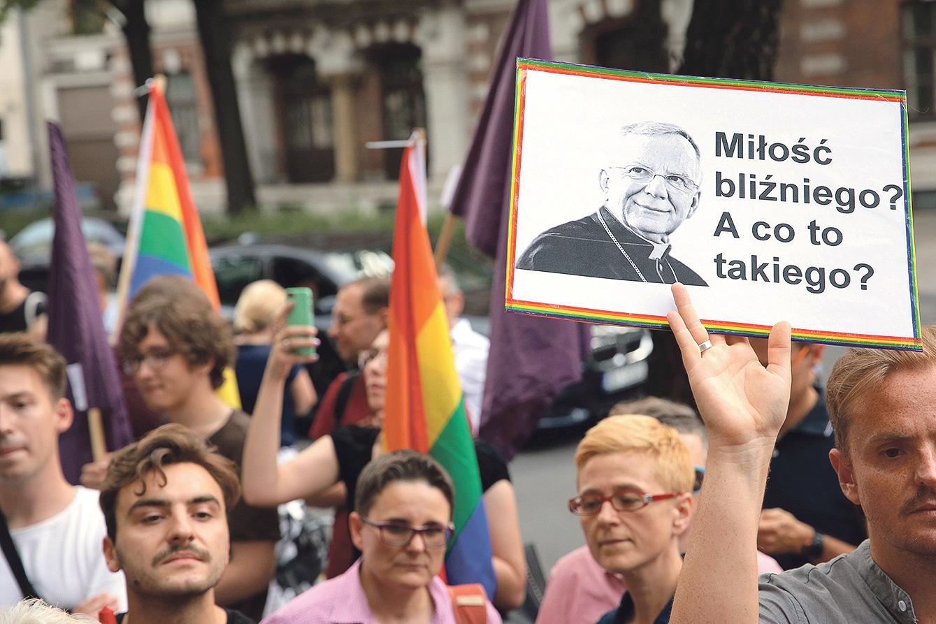 'Ljubi bližnjega svoga? Što je to?' Plakat prosvjednika u Varšavi koji od Vatikana traže smjenu nadbiskupa Jedraszewskog
