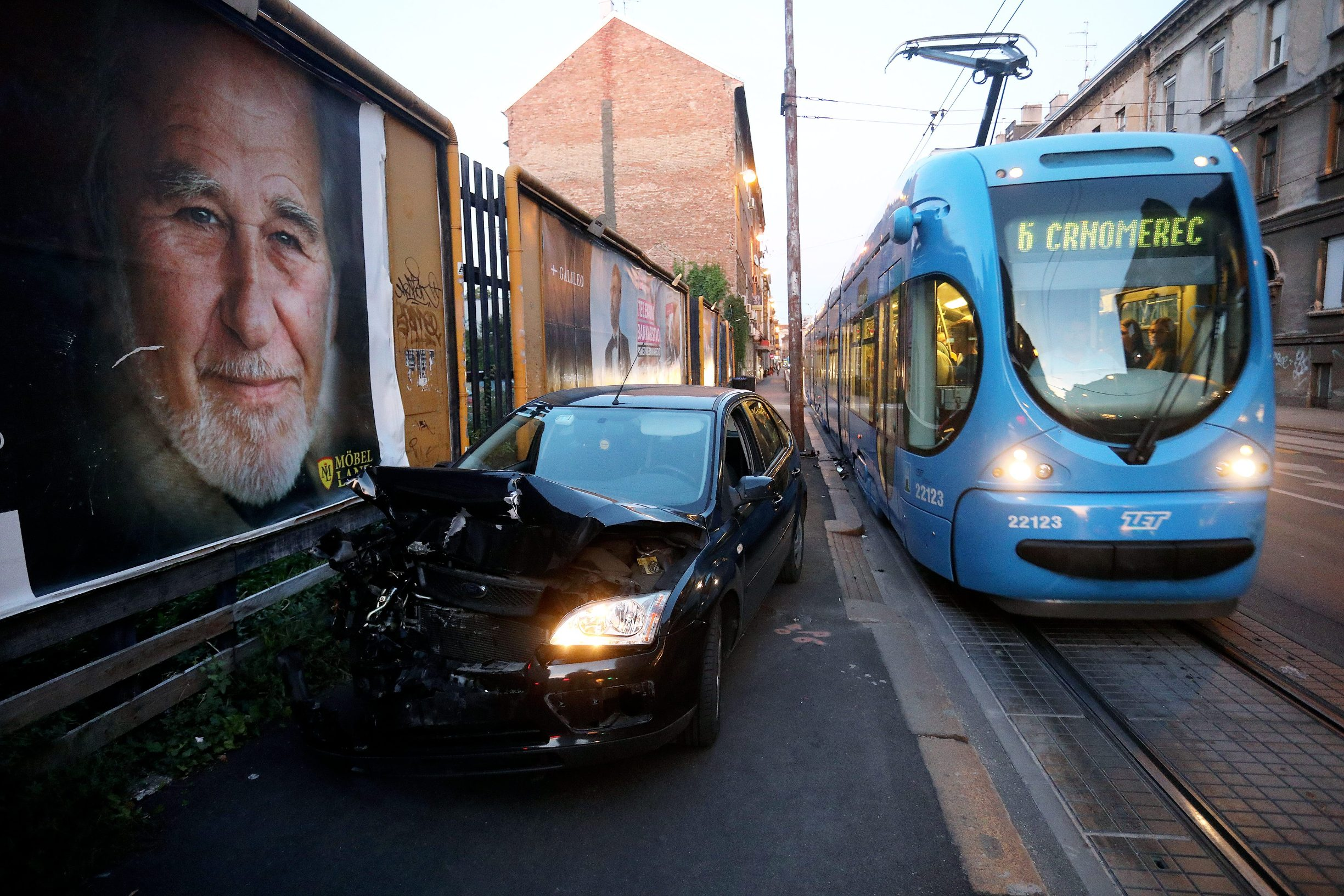 Zagreb, 100919. Sudar automobila marke Ford Focus i tramvaja dogodio se u vecernjim satima u zagrebackoj Ilici.  Foto: Ranko Suvar / CROPIX