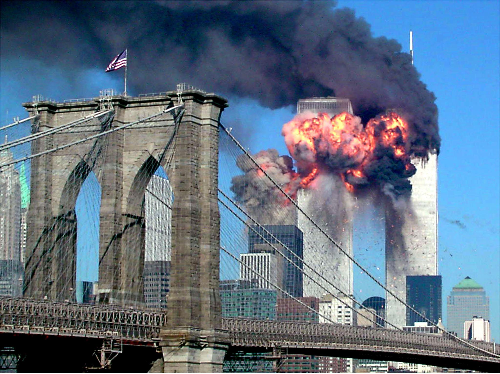 Trenutak u kojem je avion udario u jedan od nebodera WTC-a