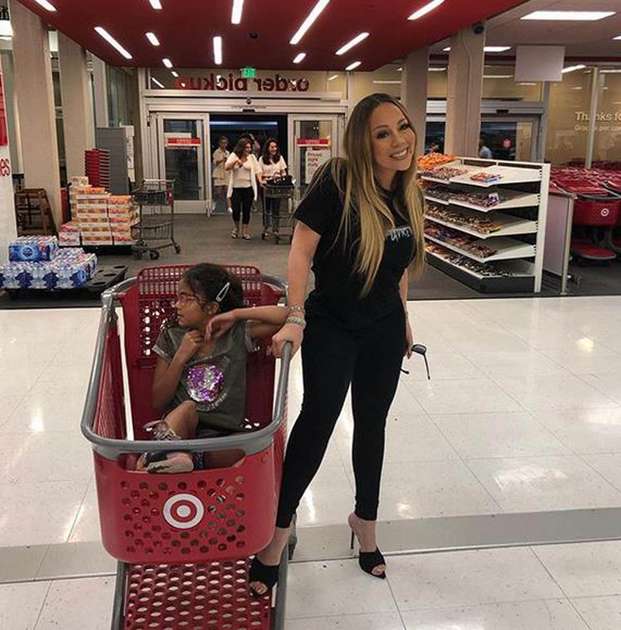 11-9-2019  Celebrity Selfies   Pictured: Mariah Carey, Image: 470327450, License: Rights-managed, Restrictions: , Model Release: no, Credit line: Profimedia, Planet