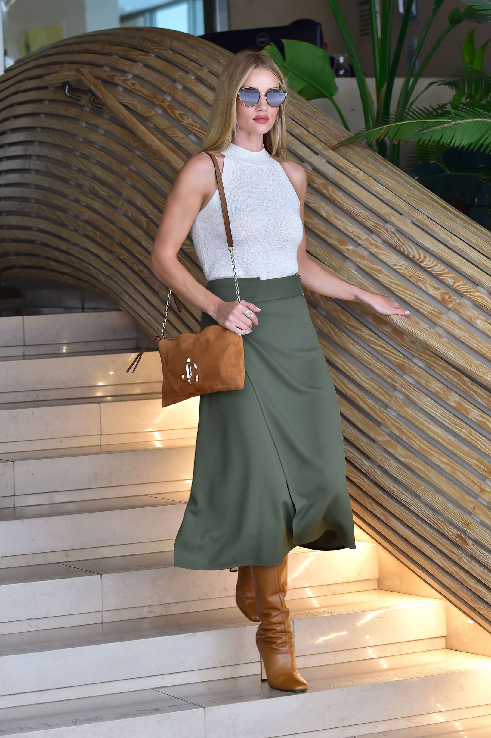 - Beverly Hills, CA - 09/11/2019 - Rosie Huntington-Whiteley arriving to an office building in Beverly Hills.  -PICTURED: Rosie Huntington-Whiteley -, Image: 470545999, License: Rights-managed, Restrictions: , Model Release: no, Credit line: Profimedia, INSTAR Images