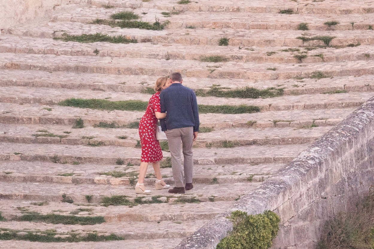 *PREMIUM EXCLUSIVE. NO WEB UNTIL 5pm EST SUNDAY SEPT 15* Daniel Craig kisses French co-star Léa Seydoux, as they film scenes for James Bond - No Time to Die in Matera, Italy.The pair were seen to be joking between takes as they shot on cobbled steps at sunset in the ancient southern Italian city. 12 Sep 2019, Image: 470927124, License: Rights-managed, Restrictions: World Rights, Model Release: no, Credit line: Profimedia, Mega Agency