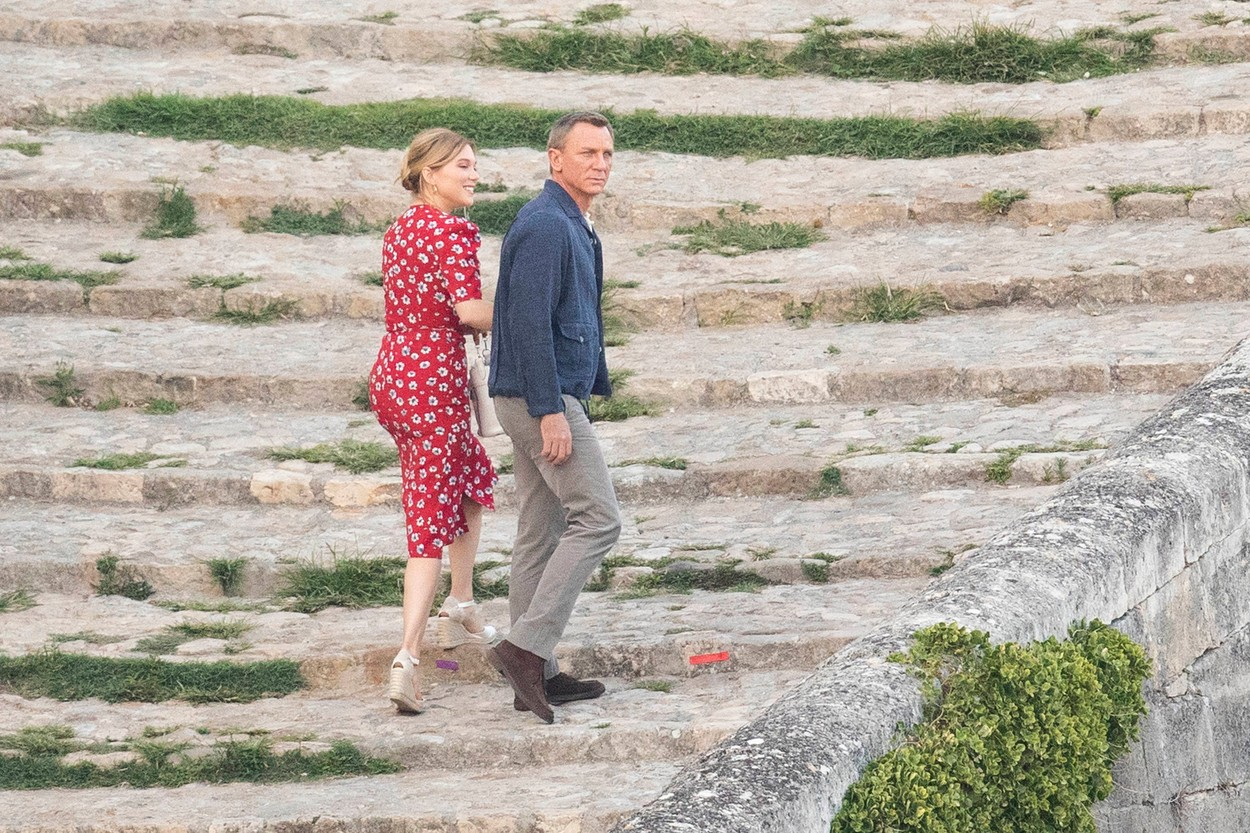*PREMIUM EXCLUSIVE. NO WEB UNTIL 5pm EST SUNDAY SEPT 15* Daniel Craig kisses French co-star Léa Seydoux, as they film scenes for James Bond - No Time to Die in Matera, Italy.The pair were seen to be joking between takes as they shot on cobbled steps at sunset in the ancient southern Italian city. 12 Sep 2019, Image: 470927506, License: Rights-managed, Restrictions: World Rights, Model Release: no, Credit line: Profimedia, Mega Agency