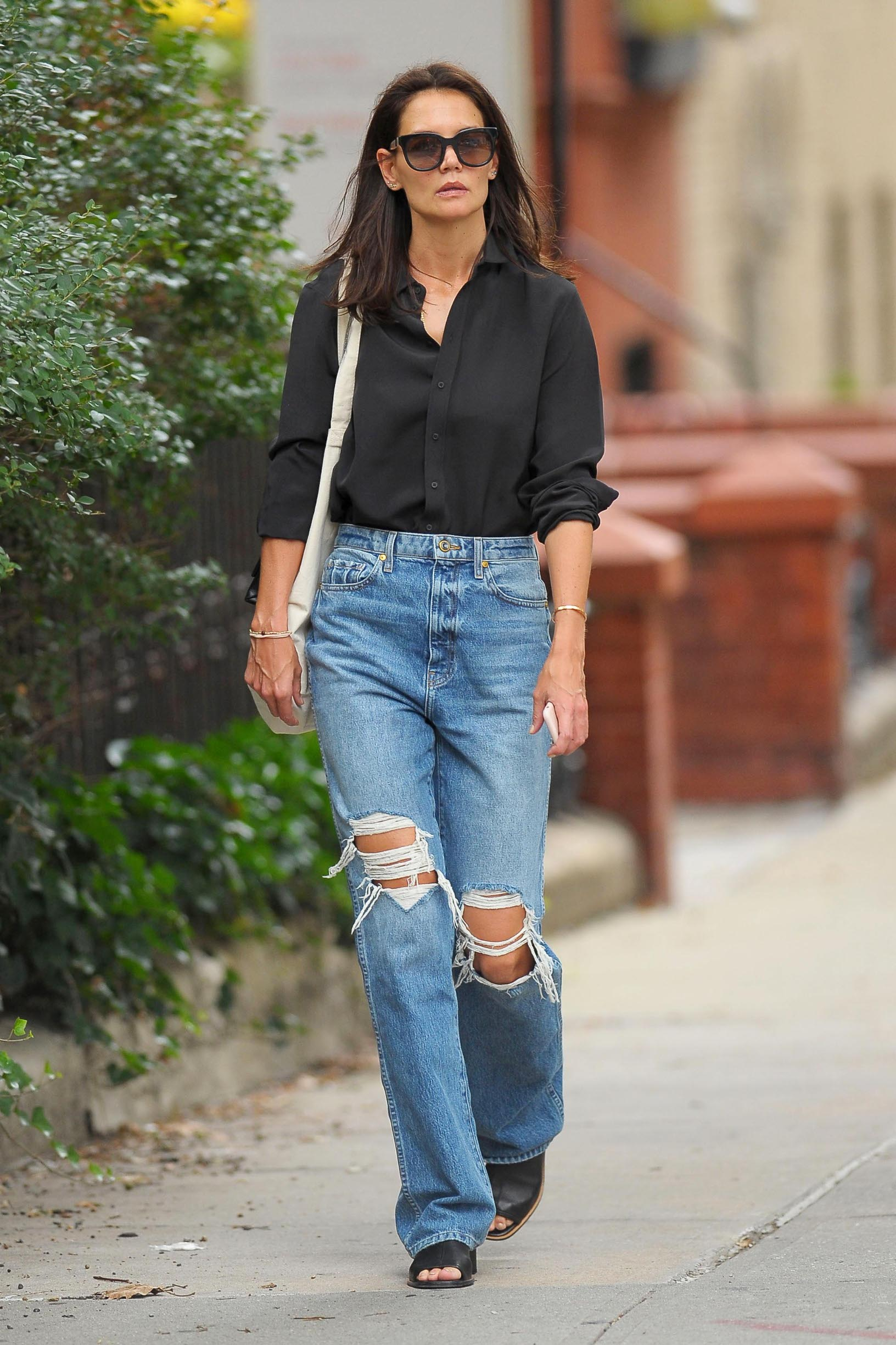 -New York, NY - 20190910- Katie Holmes Looking Happy While Walking in Manhattan  -PICTURED: Katie Holmes -, Image: 470165273, License: Rights-managed, Restrictions: , Model Release: no, Credit line: Profimedia, INSTAR Images
