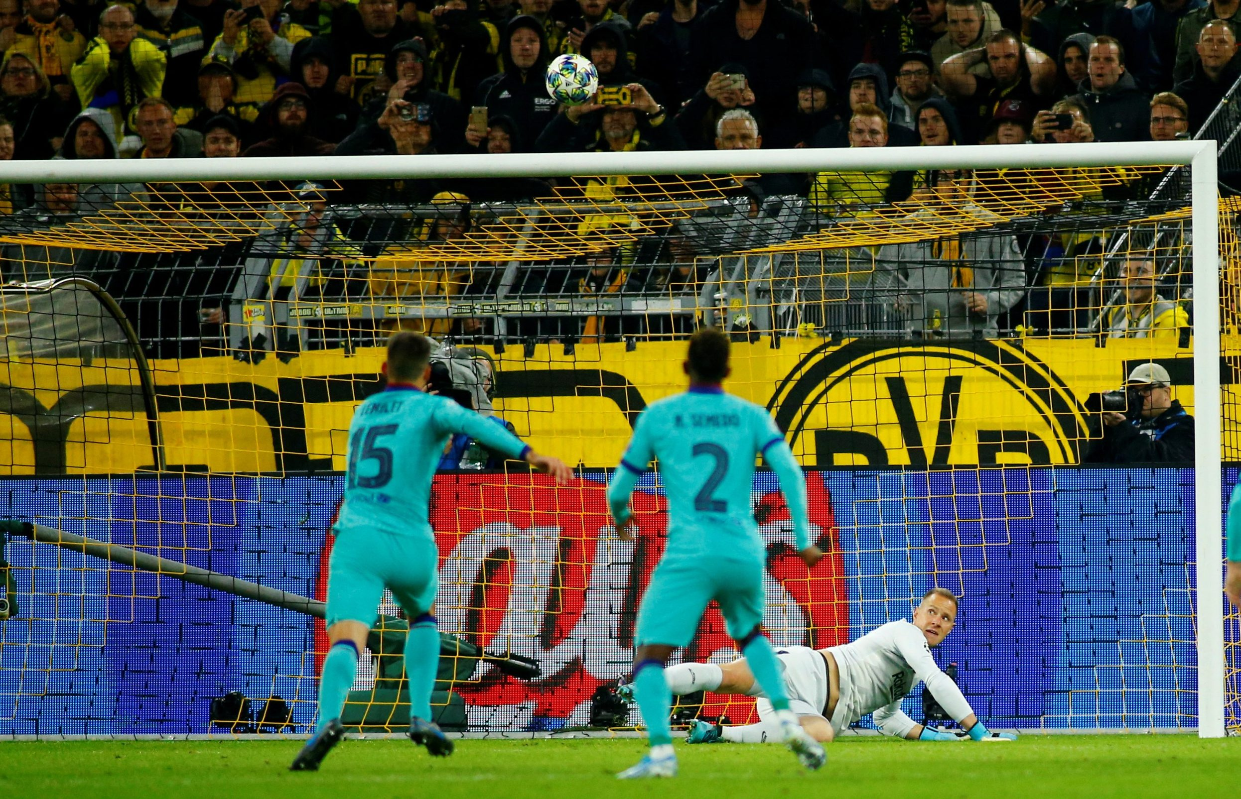 Soccer Football - Champions League - Group F - Borussia Dortmund v FC Barcelona - Signal Iduna Park, Dortmund, Germany - September 17, 2019  Borussia Dortmund's Marco Reus has his penalty saved by Barcelona's Marc-Andre ter Stegen   REUTERS/Thilo Schmuelgen