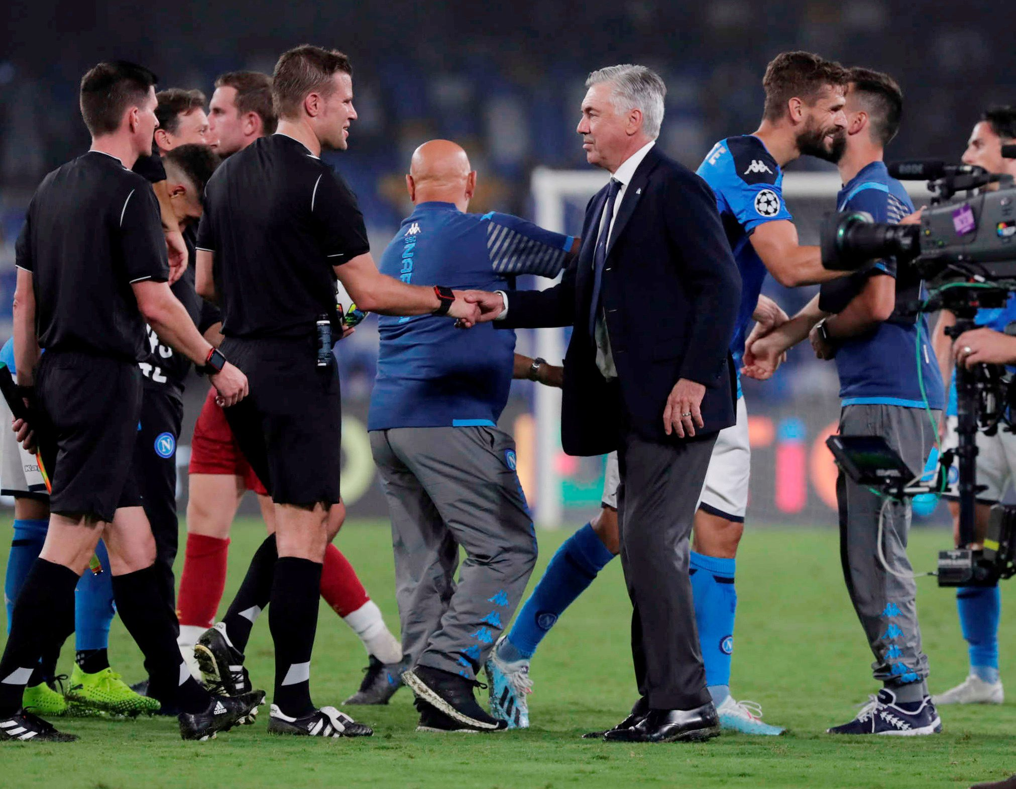 Soccer Football - Champions League - Group E - Napoli v Liverpool - Stadio San Paolo, Naples, Italy - September 17, 2019  Napoli coach Carlo Ancelotti shakes hands with referee Felix Brych after the match  REUTERS/Ciro De Luca